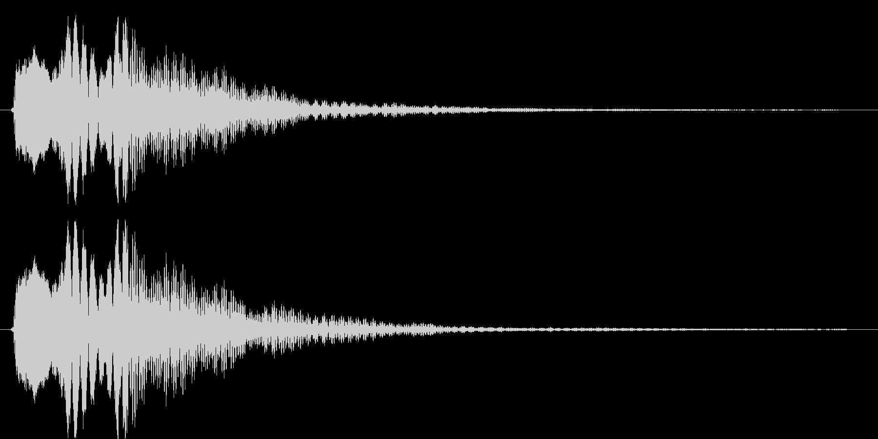 上から下に流れるビープ音の未再生の波形