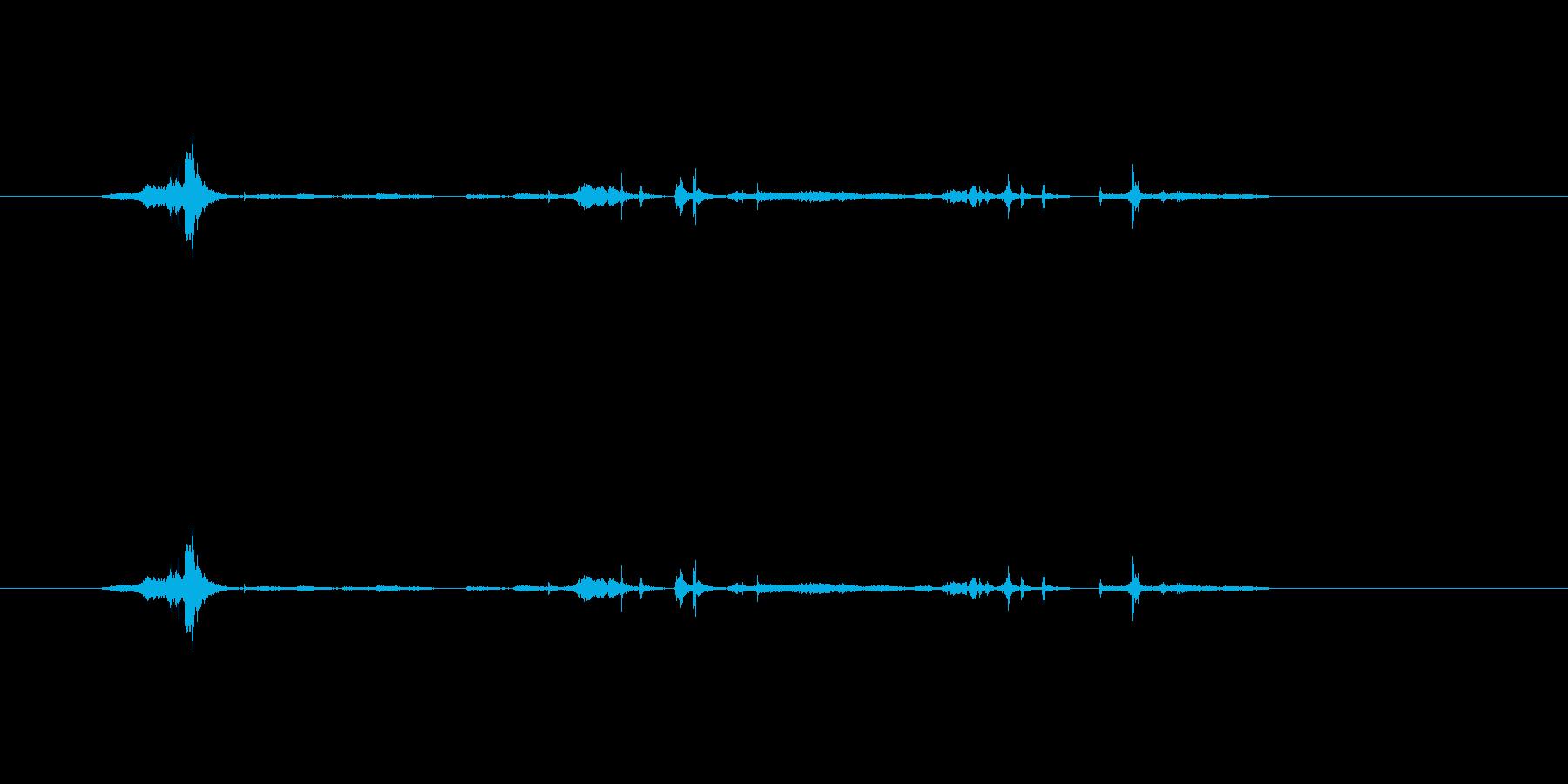 紙をはさみで切る音の再生済みの波形