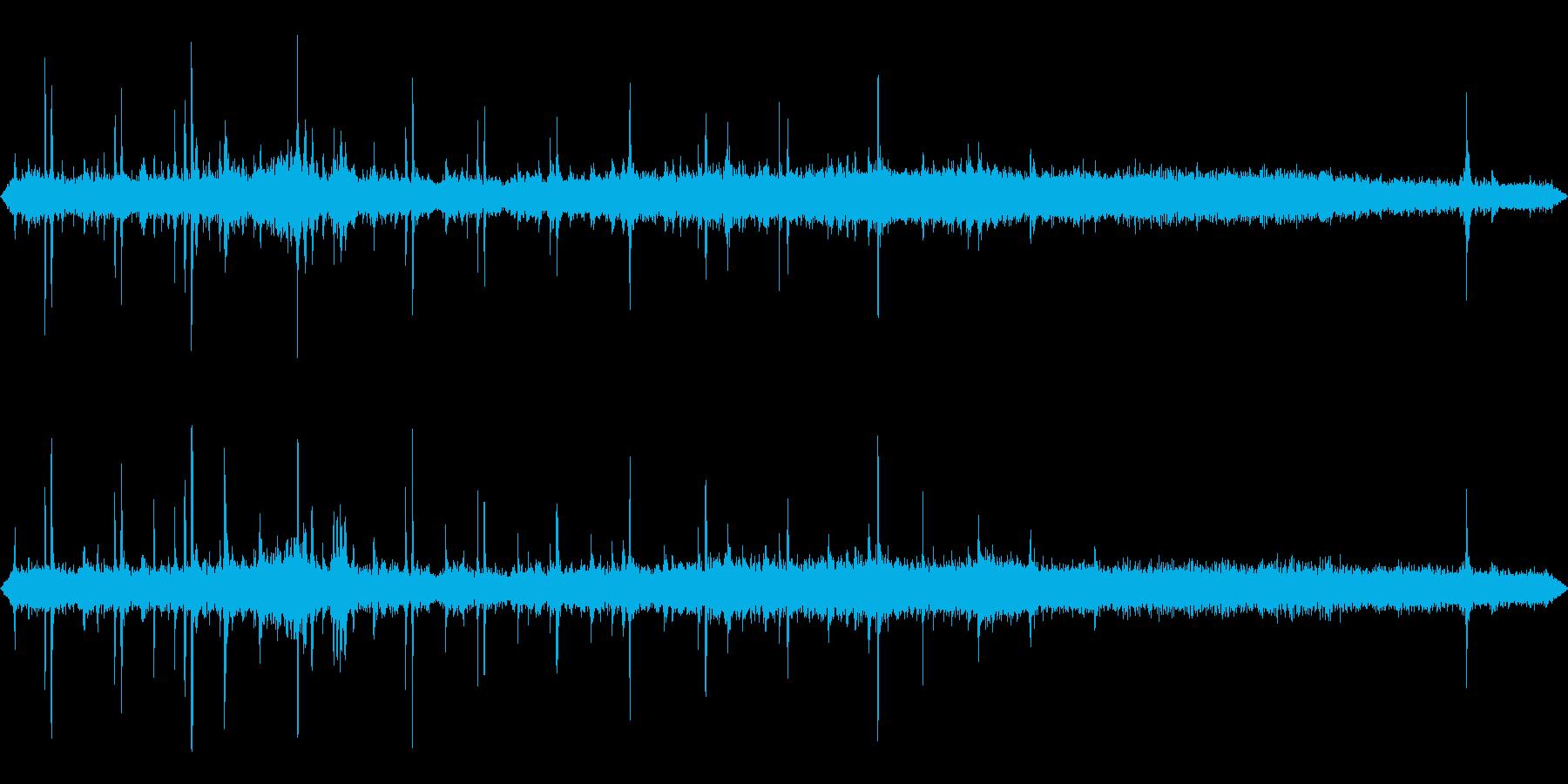 田舎駅に到着する列車(車内から録音)の再生済みの波形