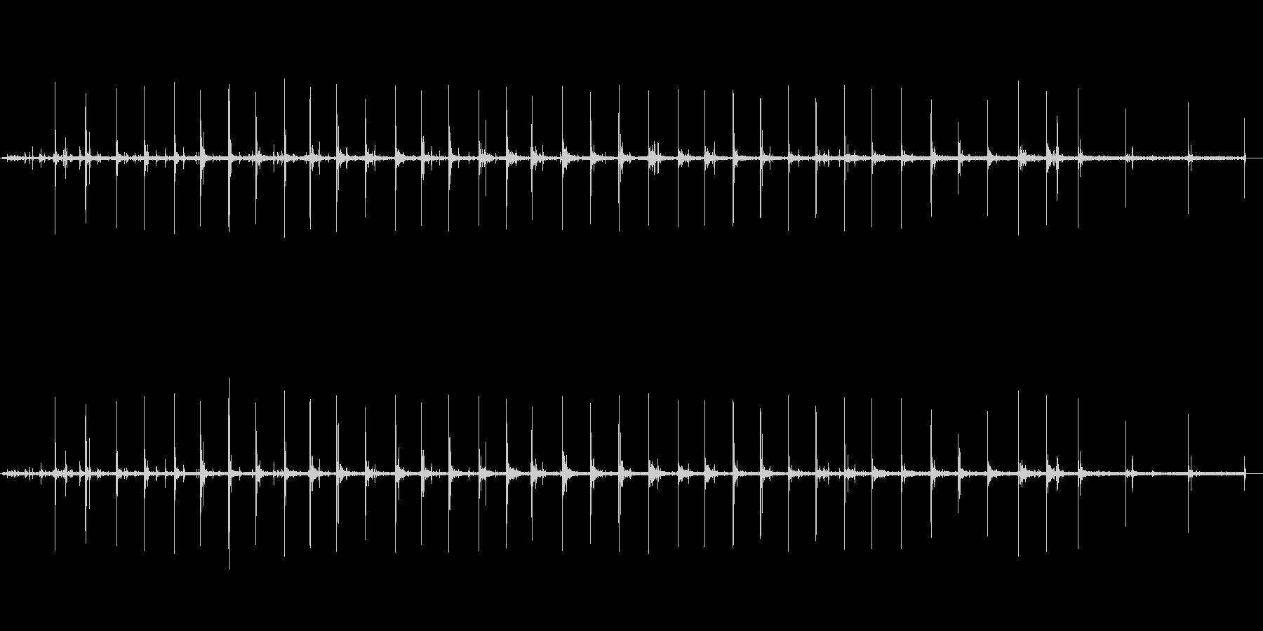 【生音】走る・アスファルト・雨上がり …の未再生の波形