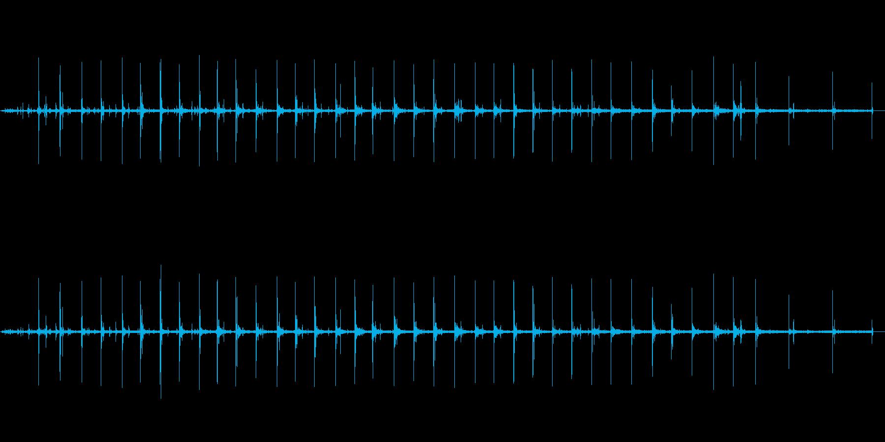 【生音】走る・アスファルト・雨上がり …の再生済みの波形