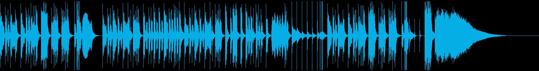 木管楽器と打楽器主体の気の抜けるような曲の再生済みの波形