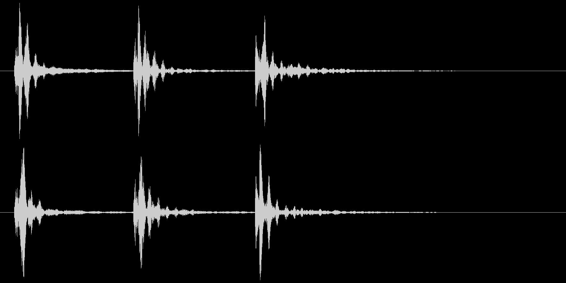 水が滴るような音の未再生の波形