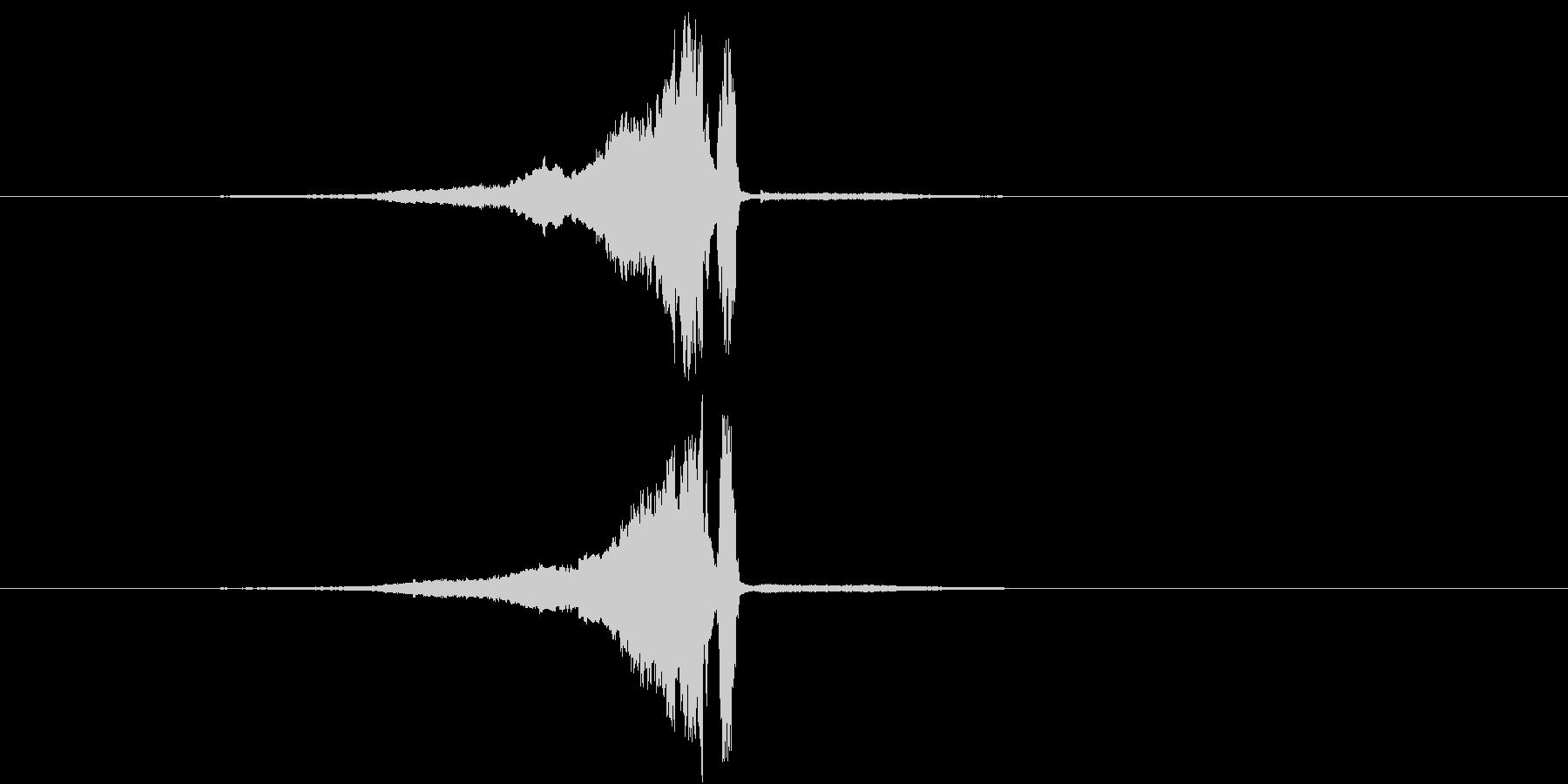 スーーー 剣を鞘から抜く音 金属同士が…の未再生の波形