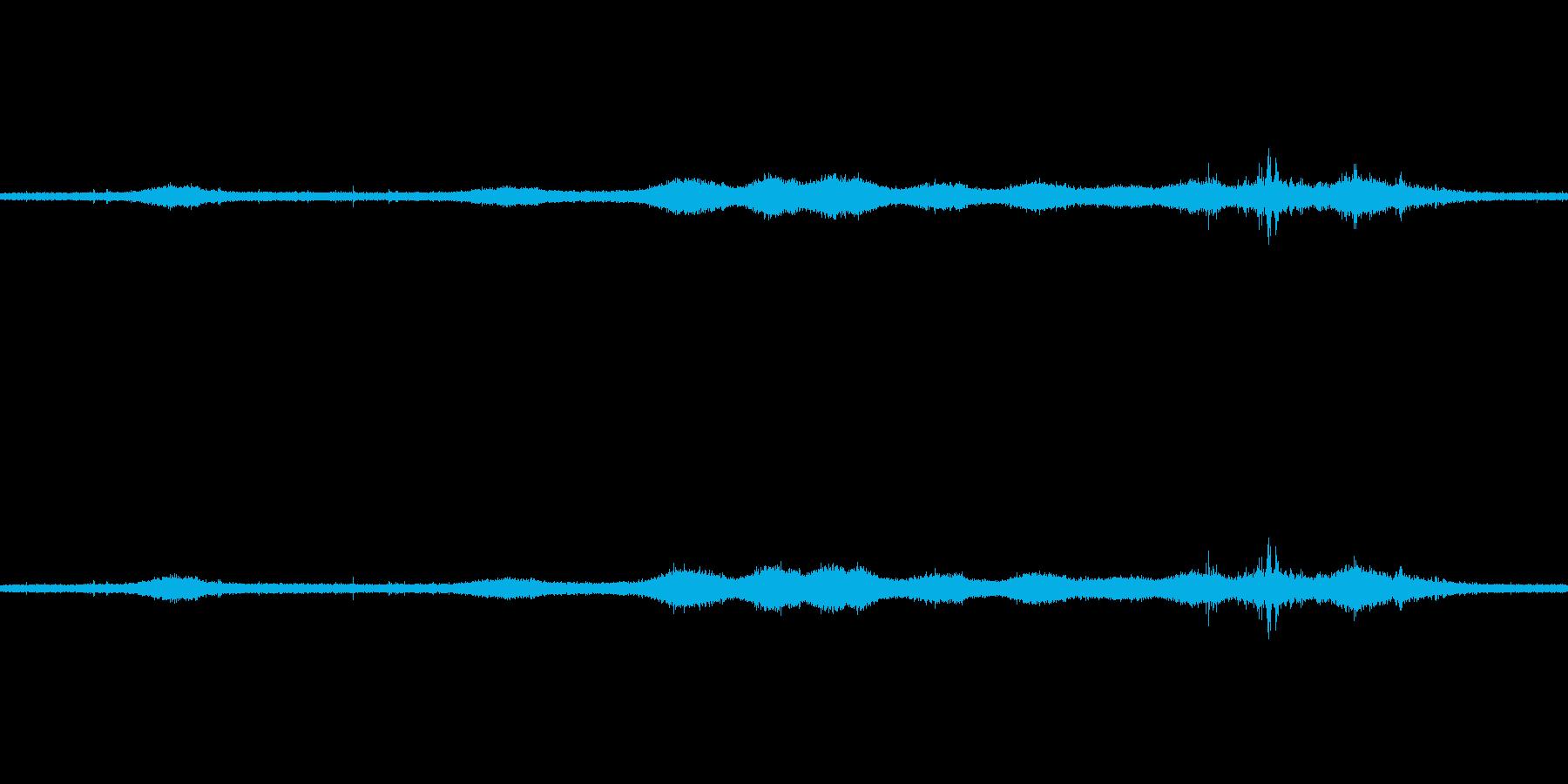 【生音】雷雨14 - 雨と雷と通行音の再生済みの波形