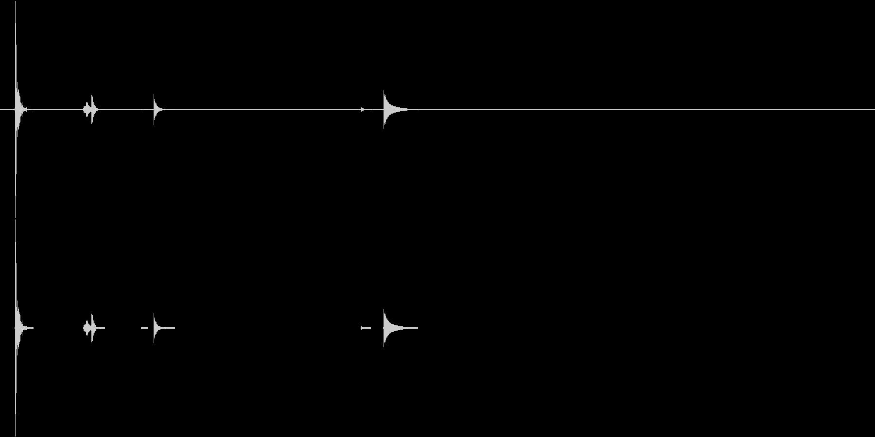 グラス・ぐい呑みを置く2の未再生の波形
