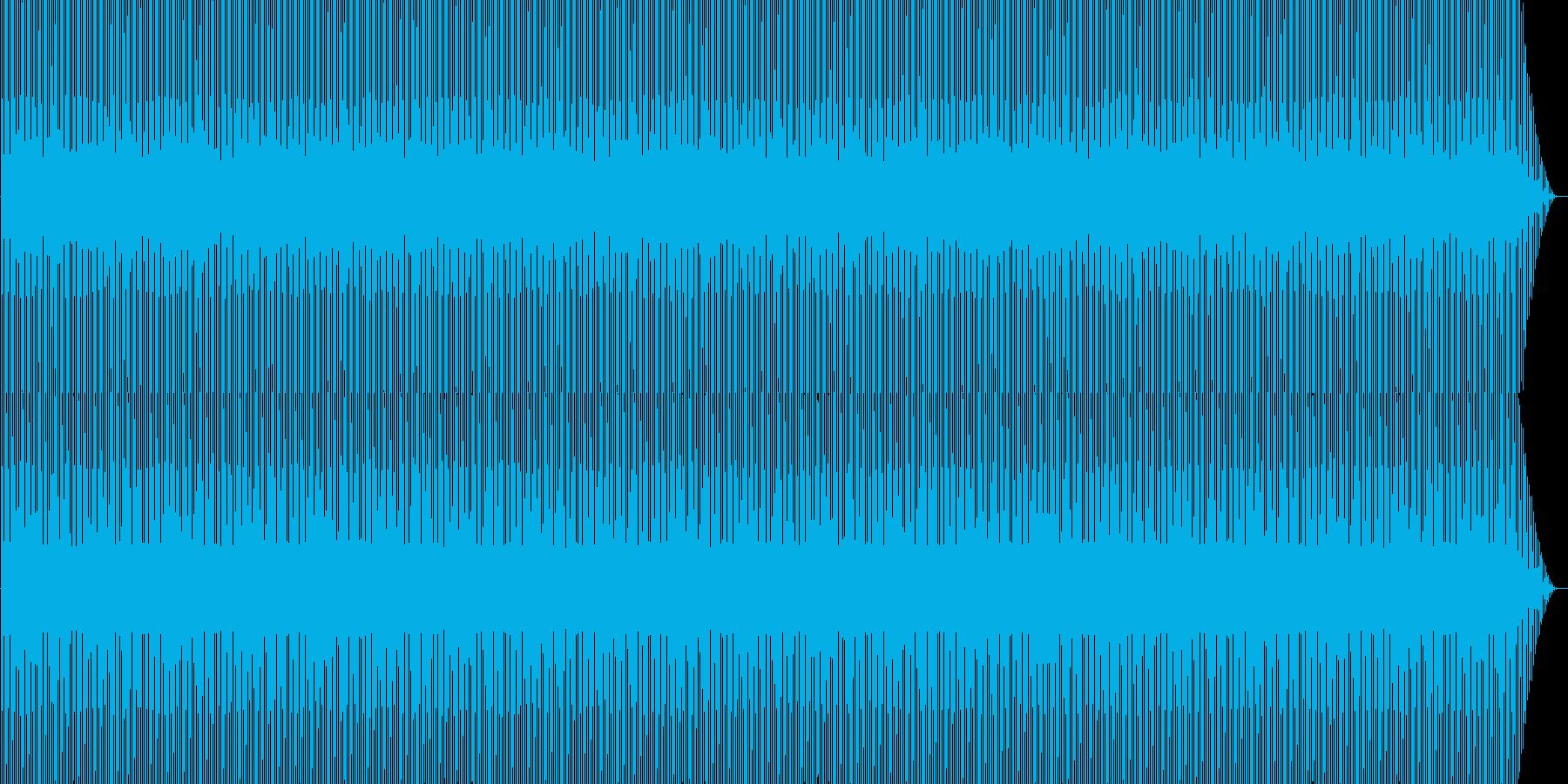 機械的なシンセと4つ打ちの再生済みの波形