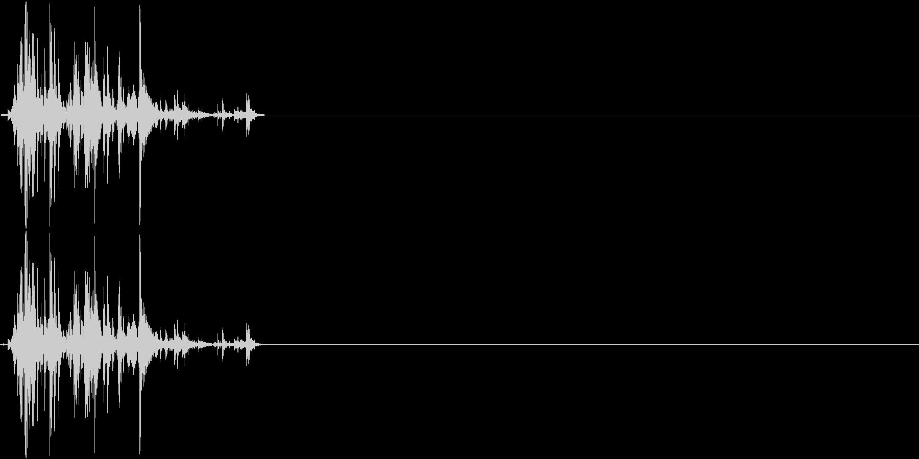 物音 デスク上の物に軽くぶつかる音の未再生の波形