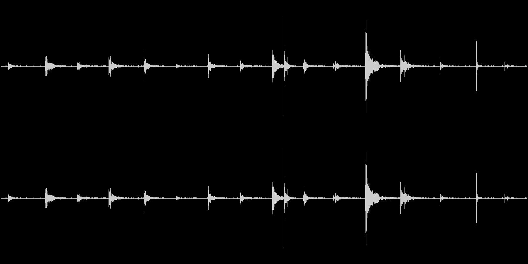 【生音】階段・上る・鉄板 「カンカンカ…の未再生の波形