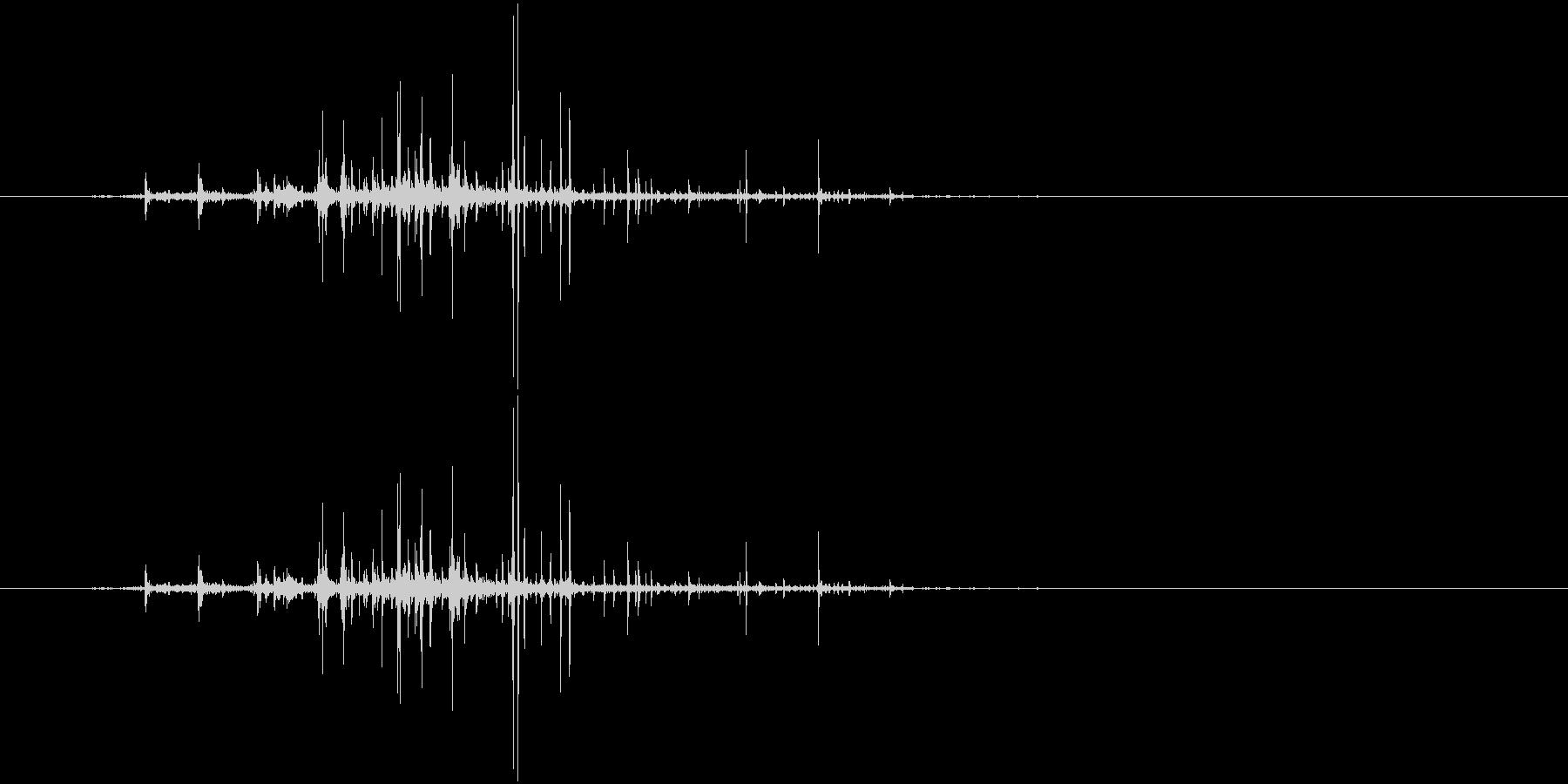 クシャリ(紙をまるめる音、新聞)の未再生の波形