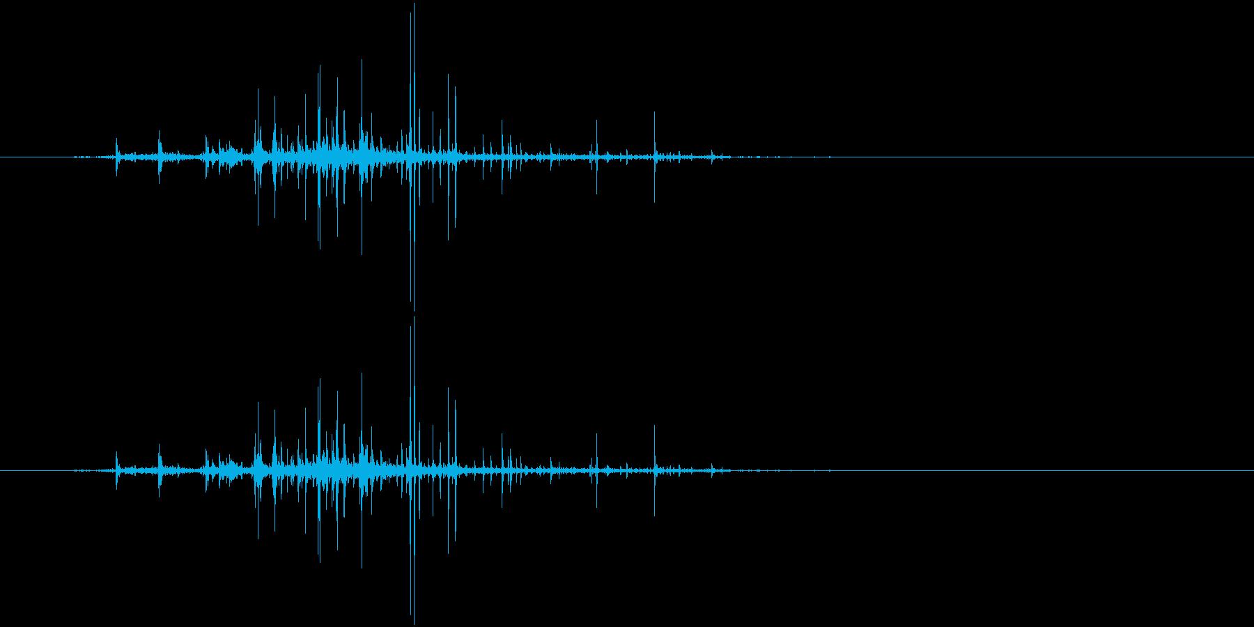 クシャリ(紙をまるめる音、新聞)の再生済みの波形