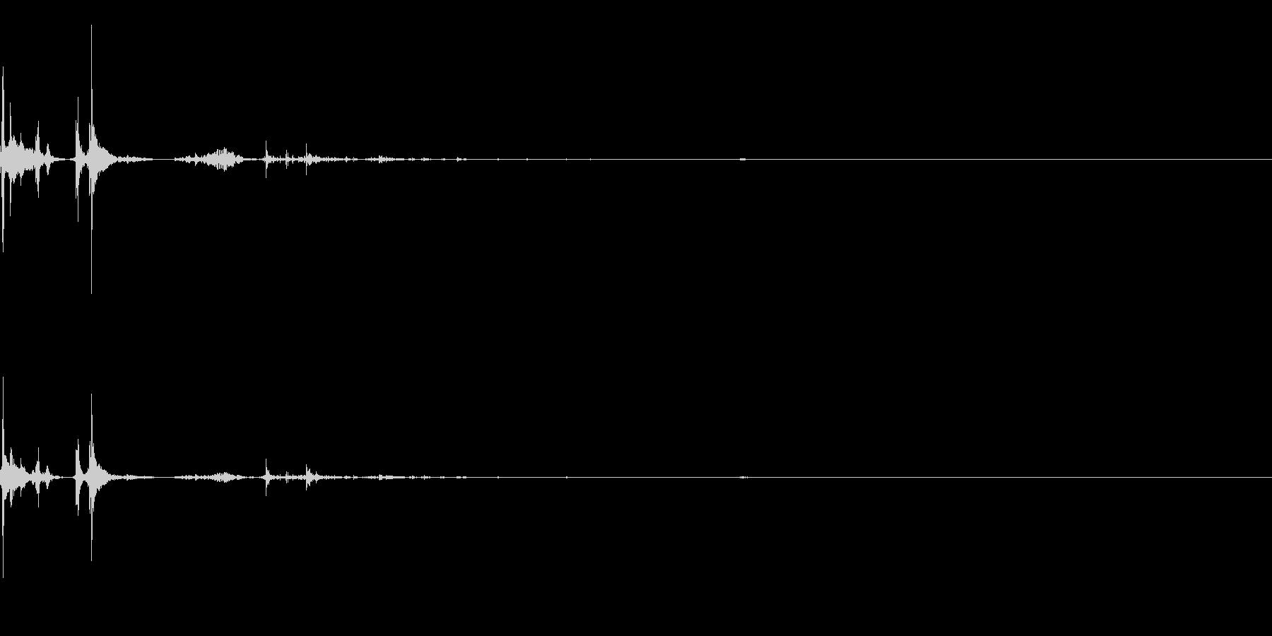 大きめの水滴がポチャンの未再生の波形
