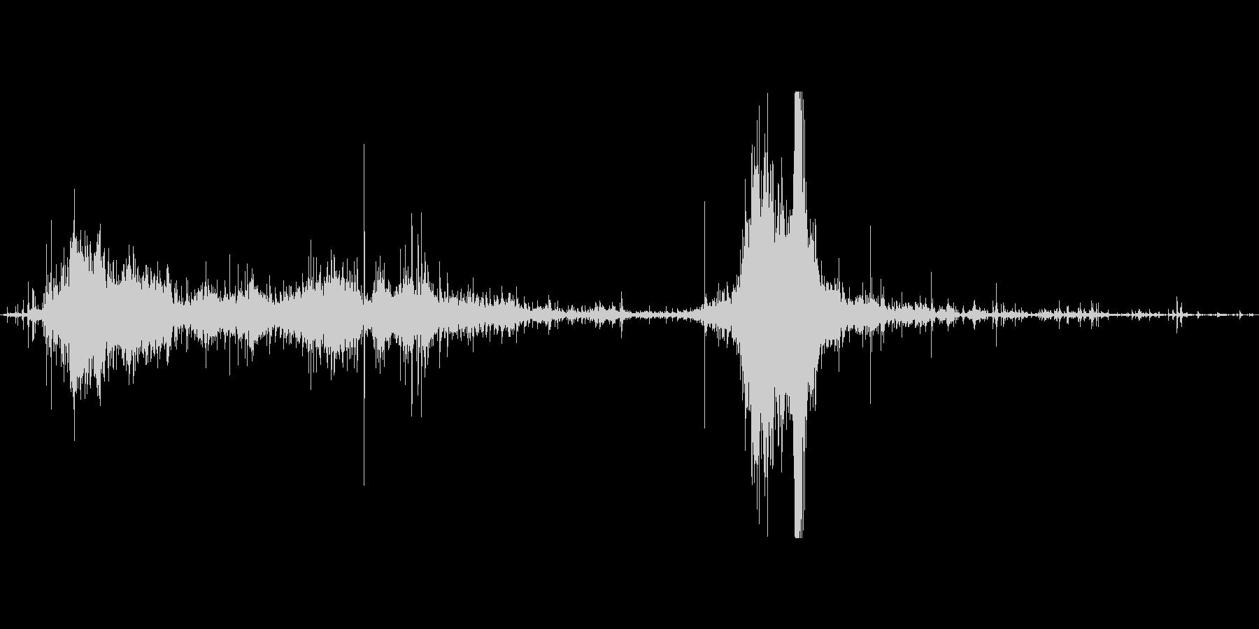ゴミ袋を漁る音、最後に置くの未再生の波形