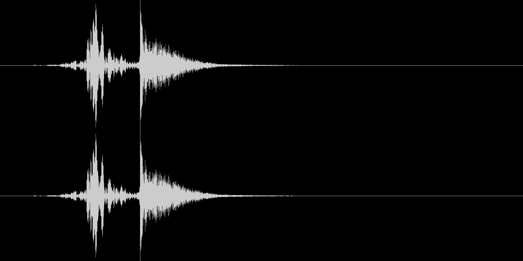 ヒュッ!バシン!(ムチで打つ音)の未再生の波形