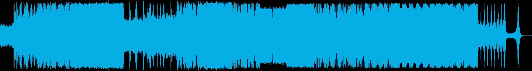 緊張感のあるオーケストラと電子音サウンドの再生済みの波形