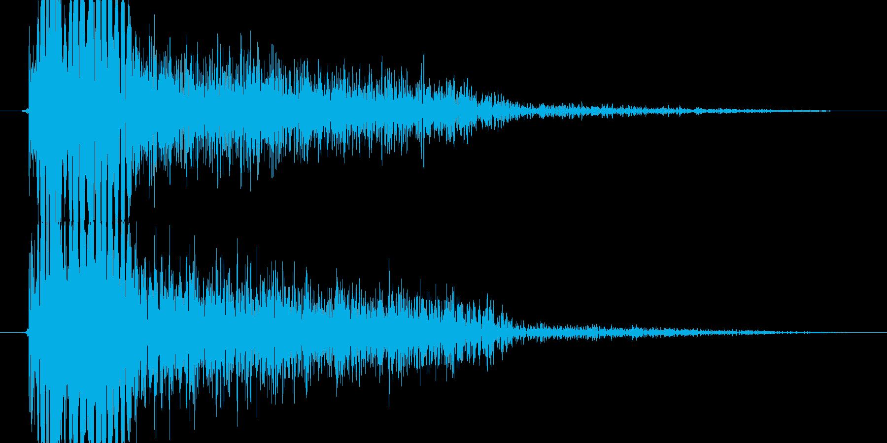 中パンチ(ボディブロー_バシイッ)の再生済みの波形