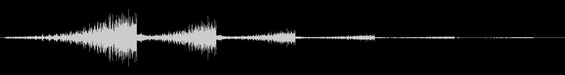 シュワンシュワン(通る音)の未再生の波形