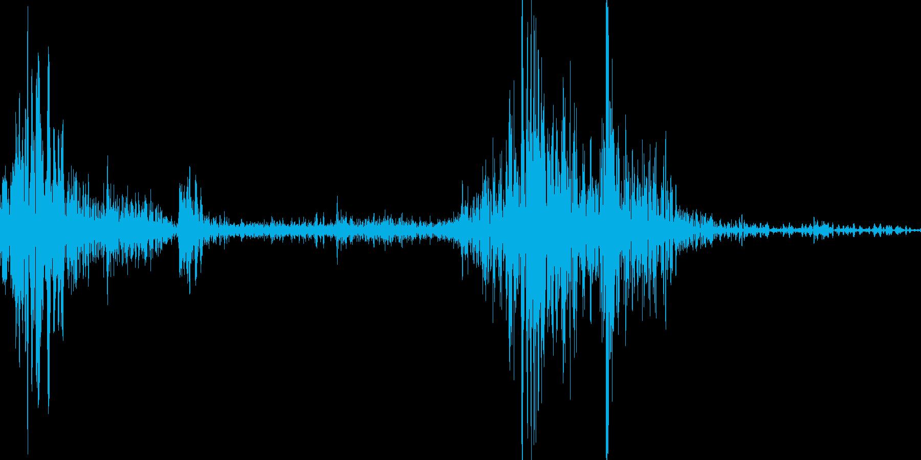 【ぺらっ】本のページをめくる音の再生済みの波形