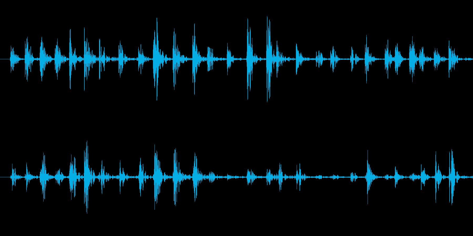 何かが走り回る足音の再生済みの波形