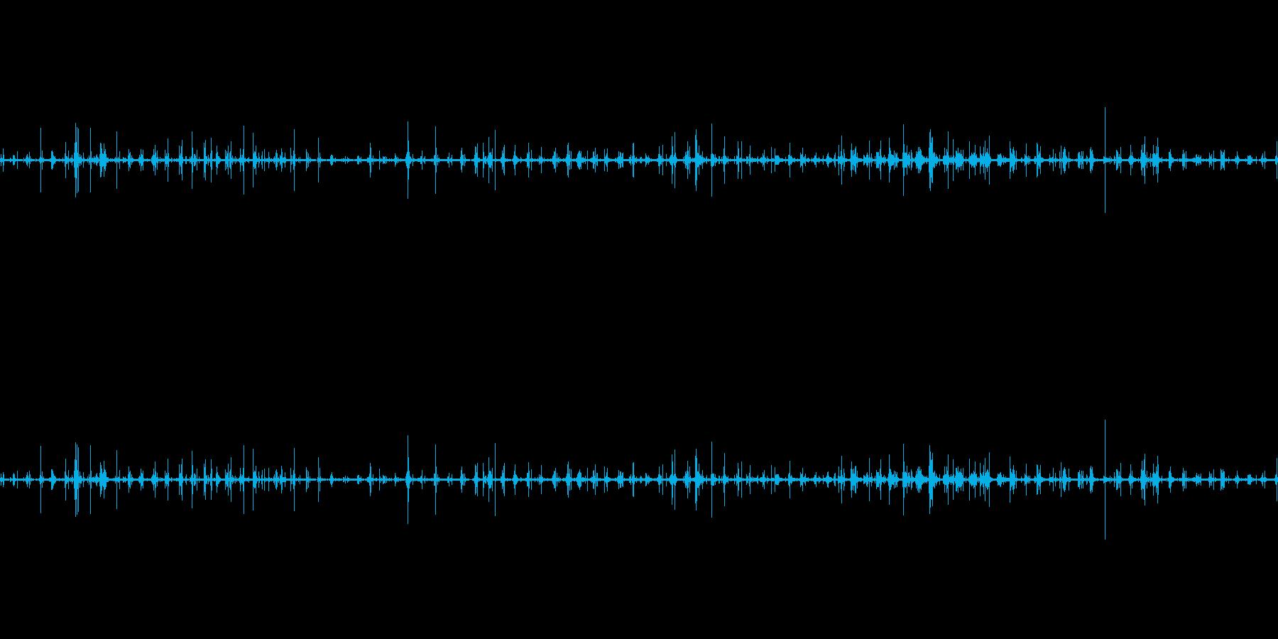 山を散歩している時の足音の再生済みの波形
