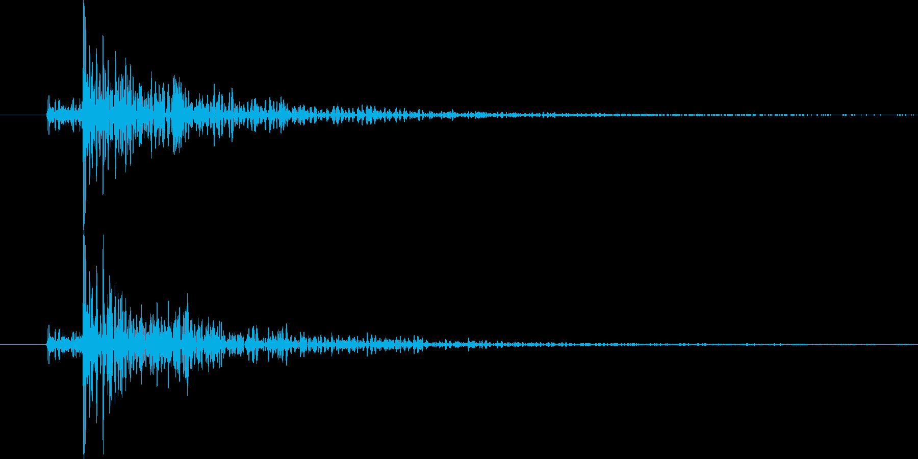 木材をどん、と置いた音です。の再生済みの波形