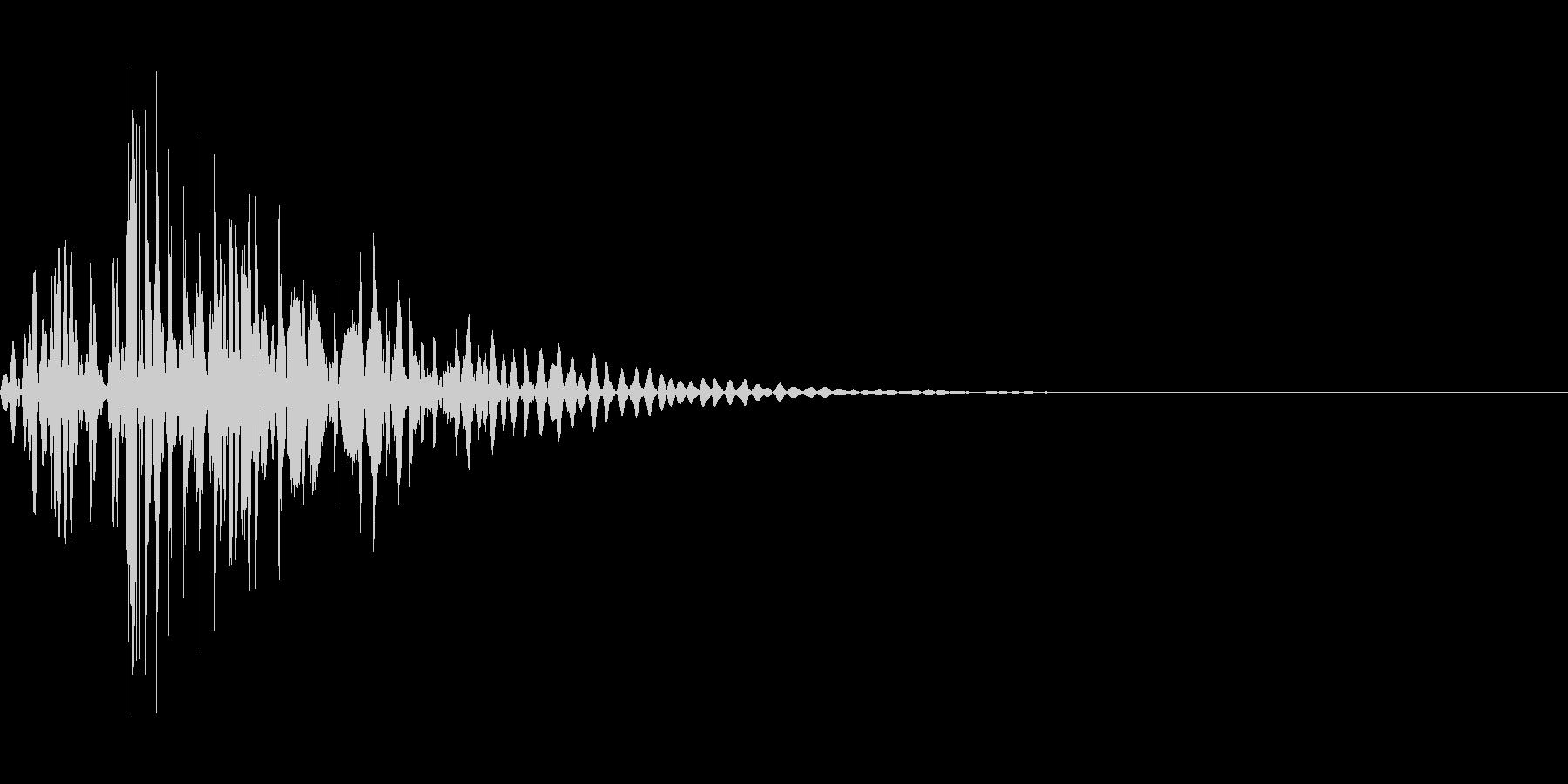 強烈な・打撃・衝撃・パンチ・キック・鈍器の未再生の波形