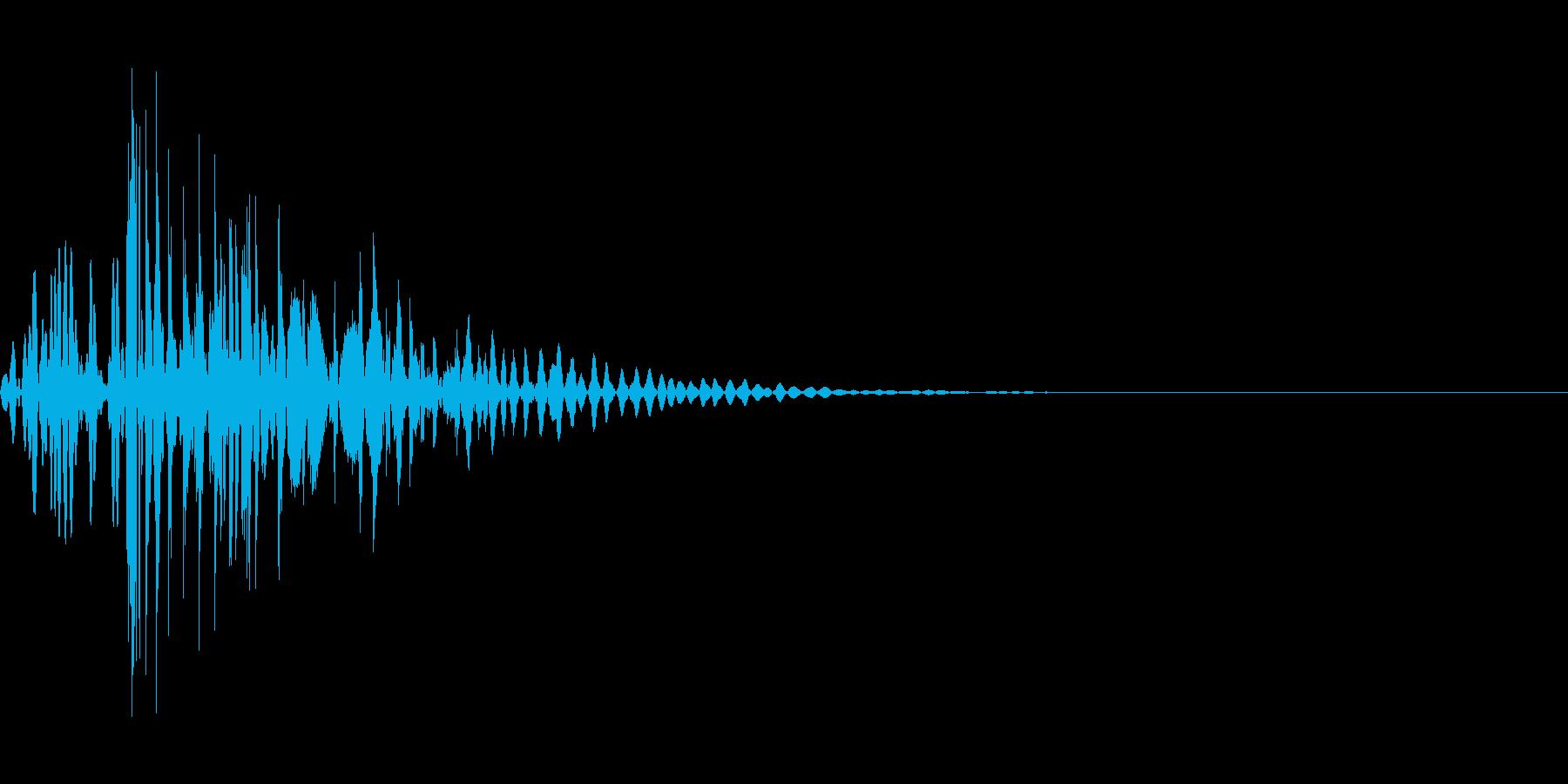 強烈な・打撃・衝撃・パンチ・キック・鈍器の再生済みの波形