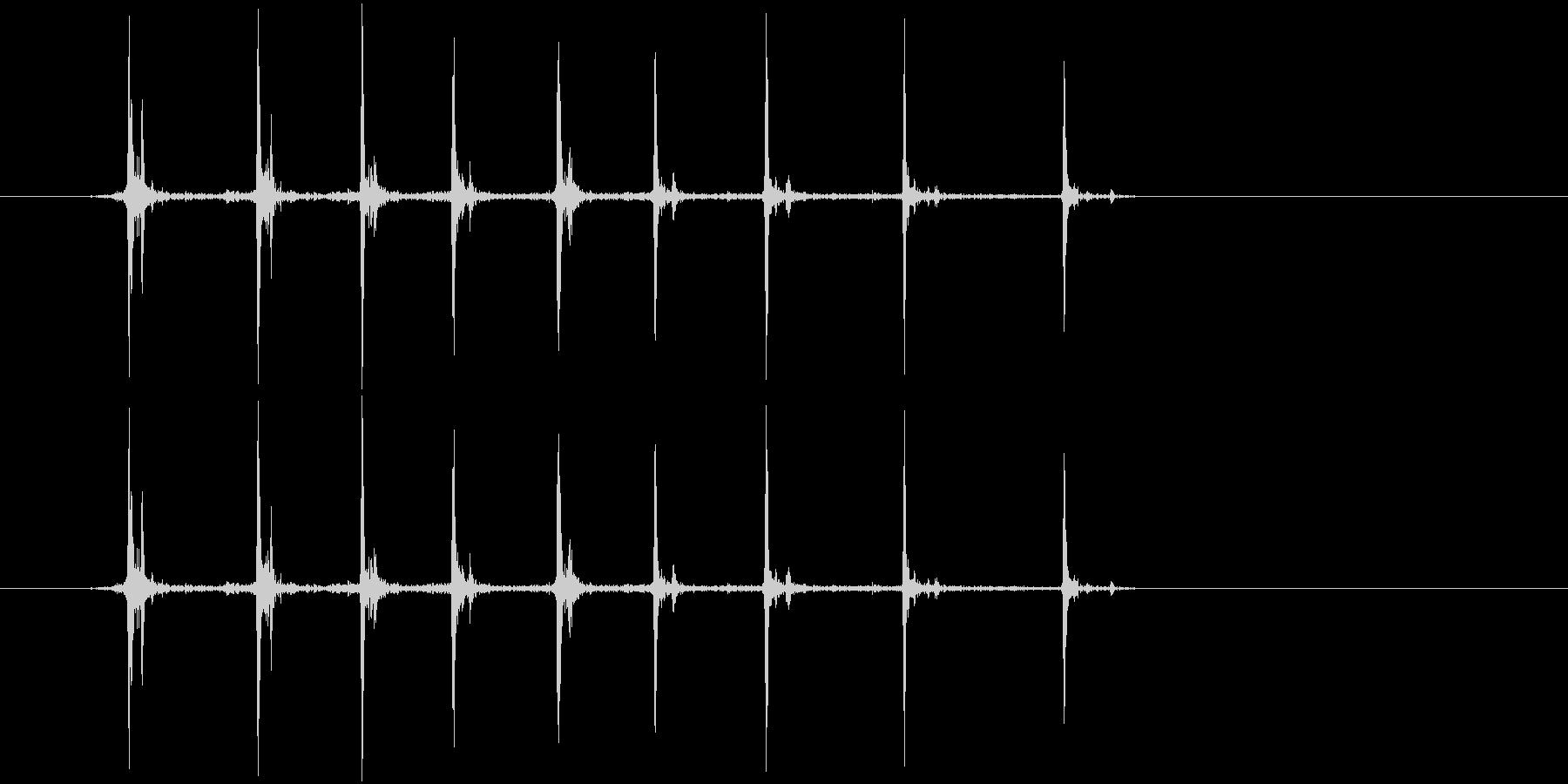 カッター(刃を出す音)の未再生の波形