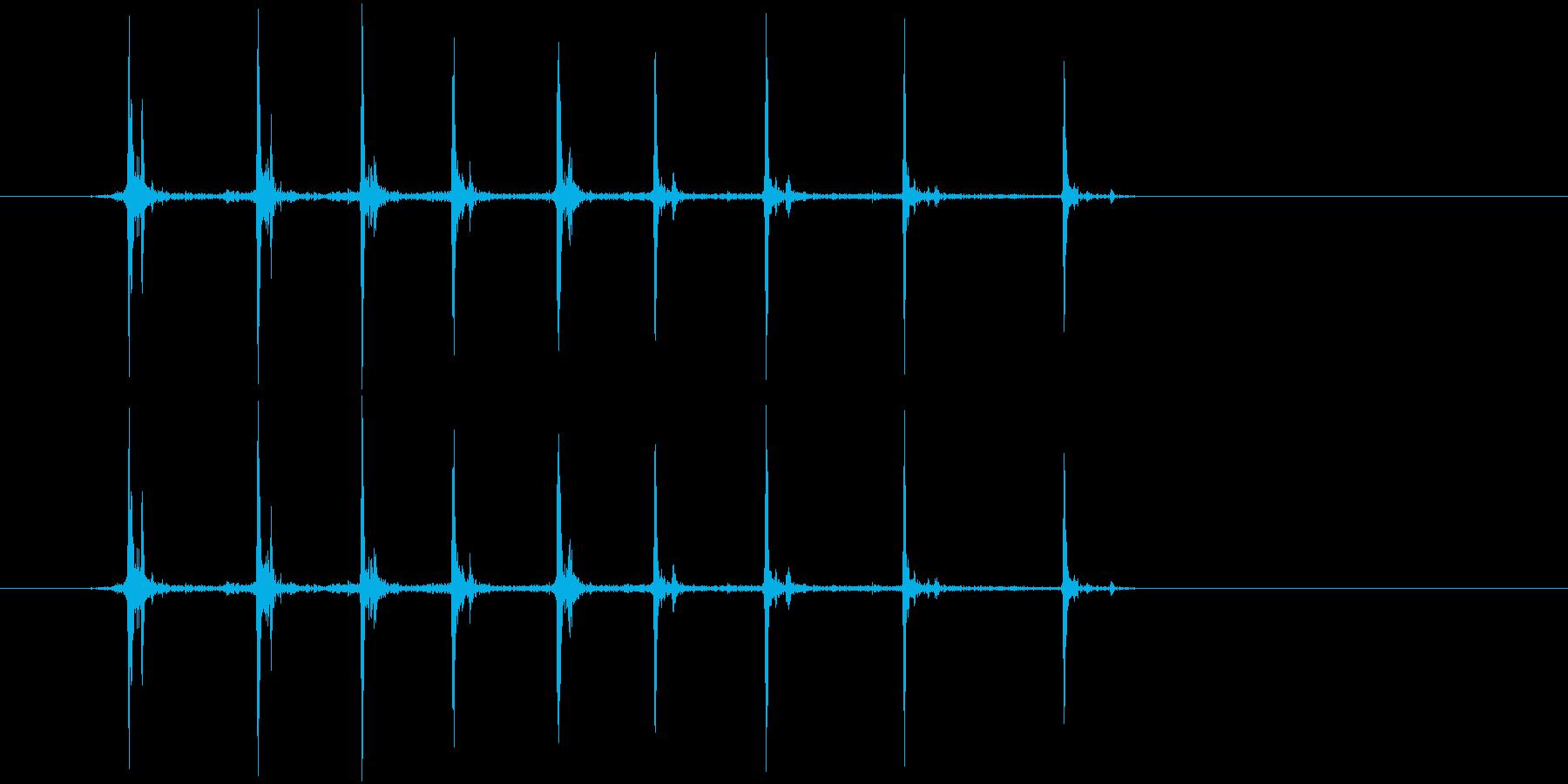 カッター(刃を出す音)の再生済みの波形