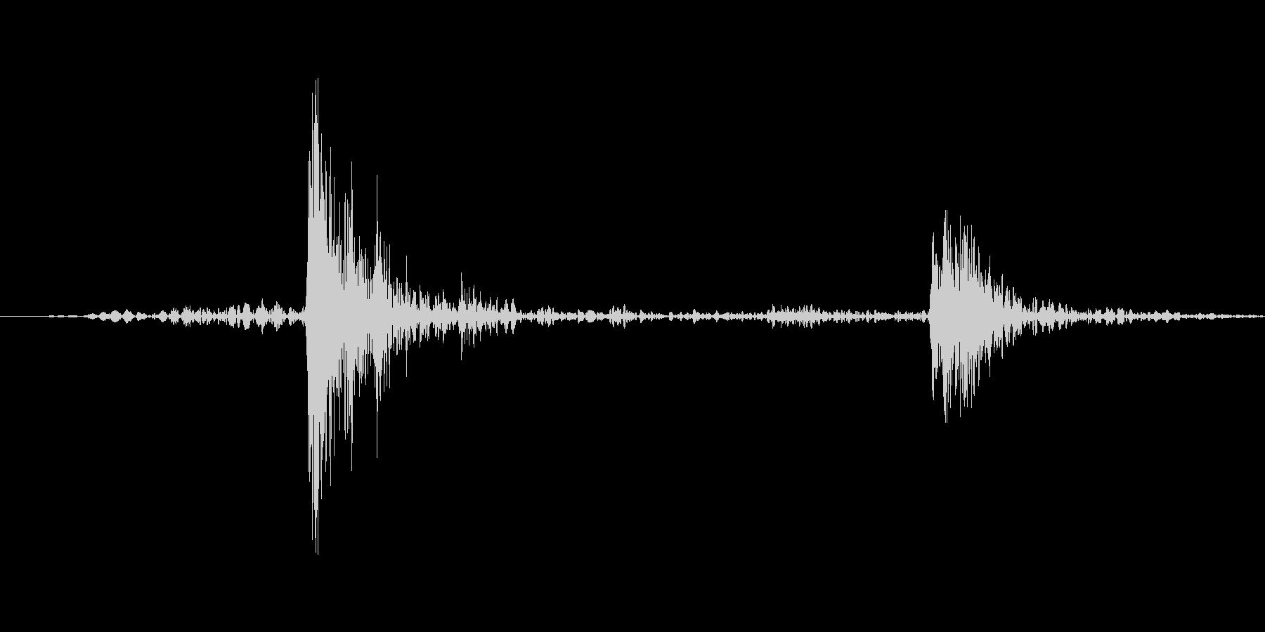 カチャ(ライトを紐スイッチでつけた音)の未再生の波形