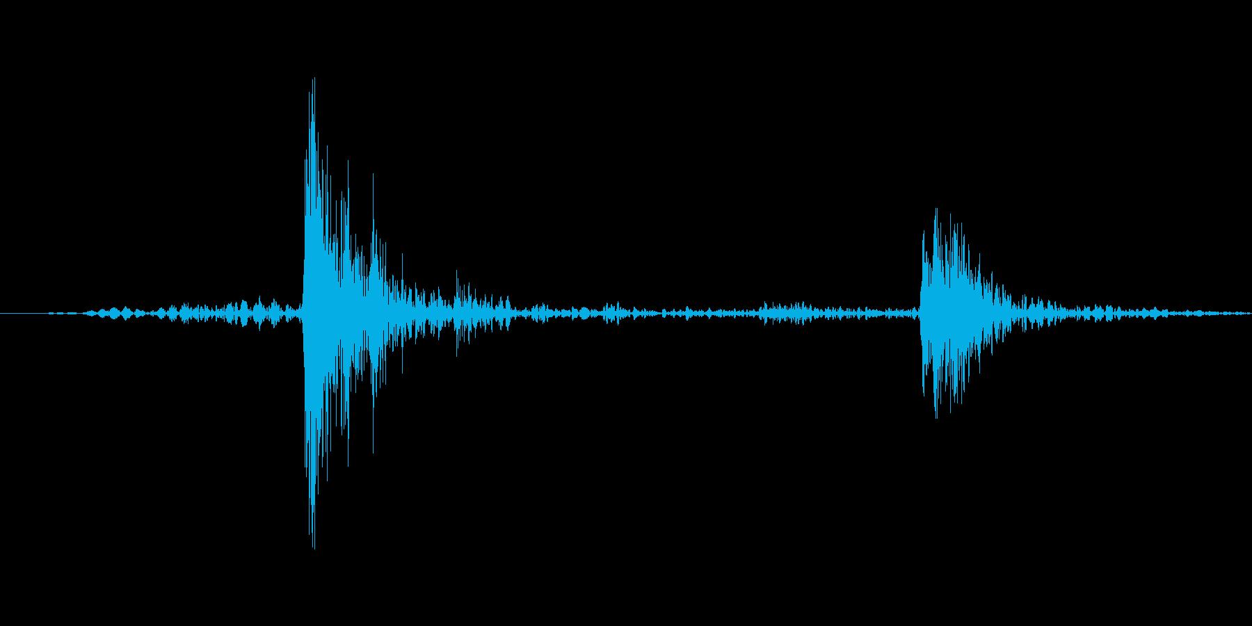 カチャ(ライトを紐スイッチでつけた音)の再生済みの波形