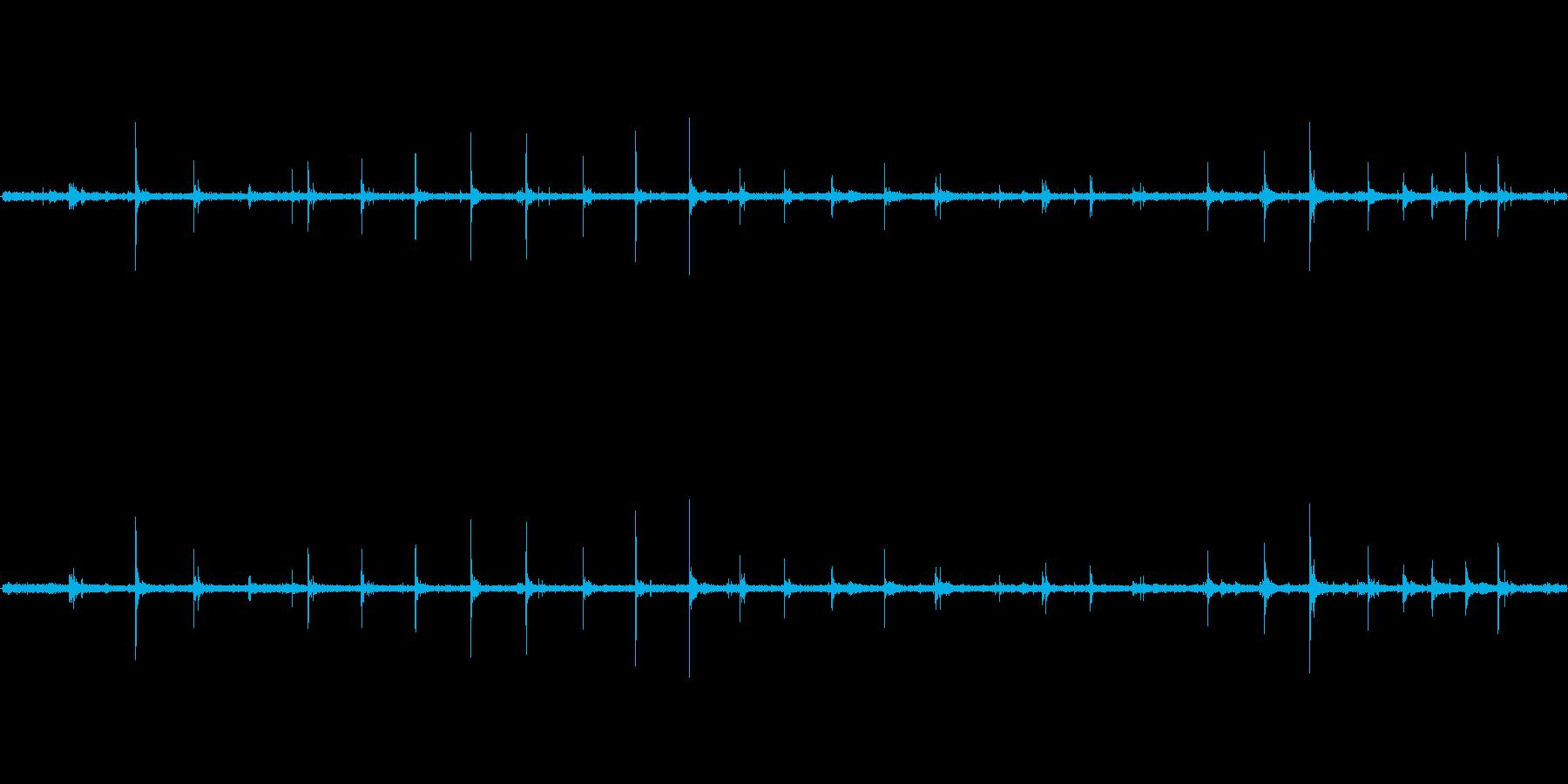 【生音】歩く・雨・コンプリート・パンプ…の再生済みの波形