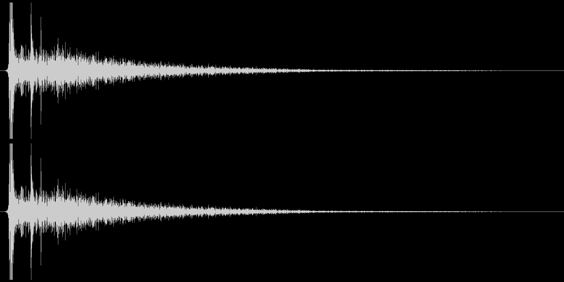 小さい金属を置く音の未再生の波形