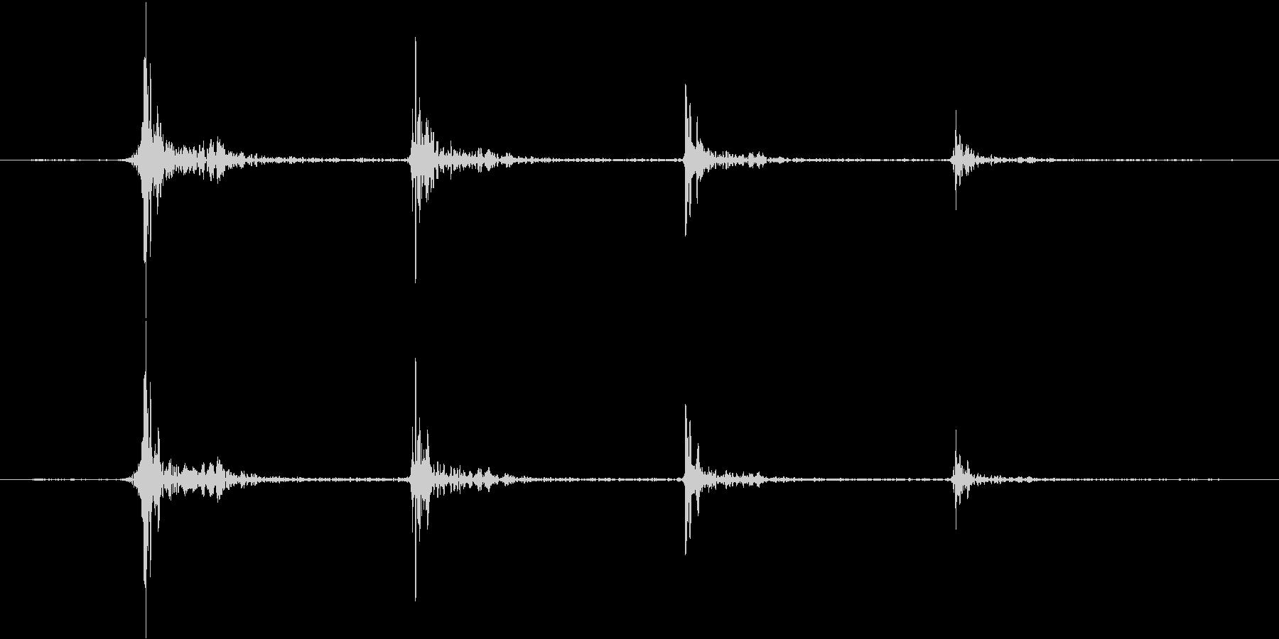 階段を移動する足音(タッタッタッ...)の未再生の波形