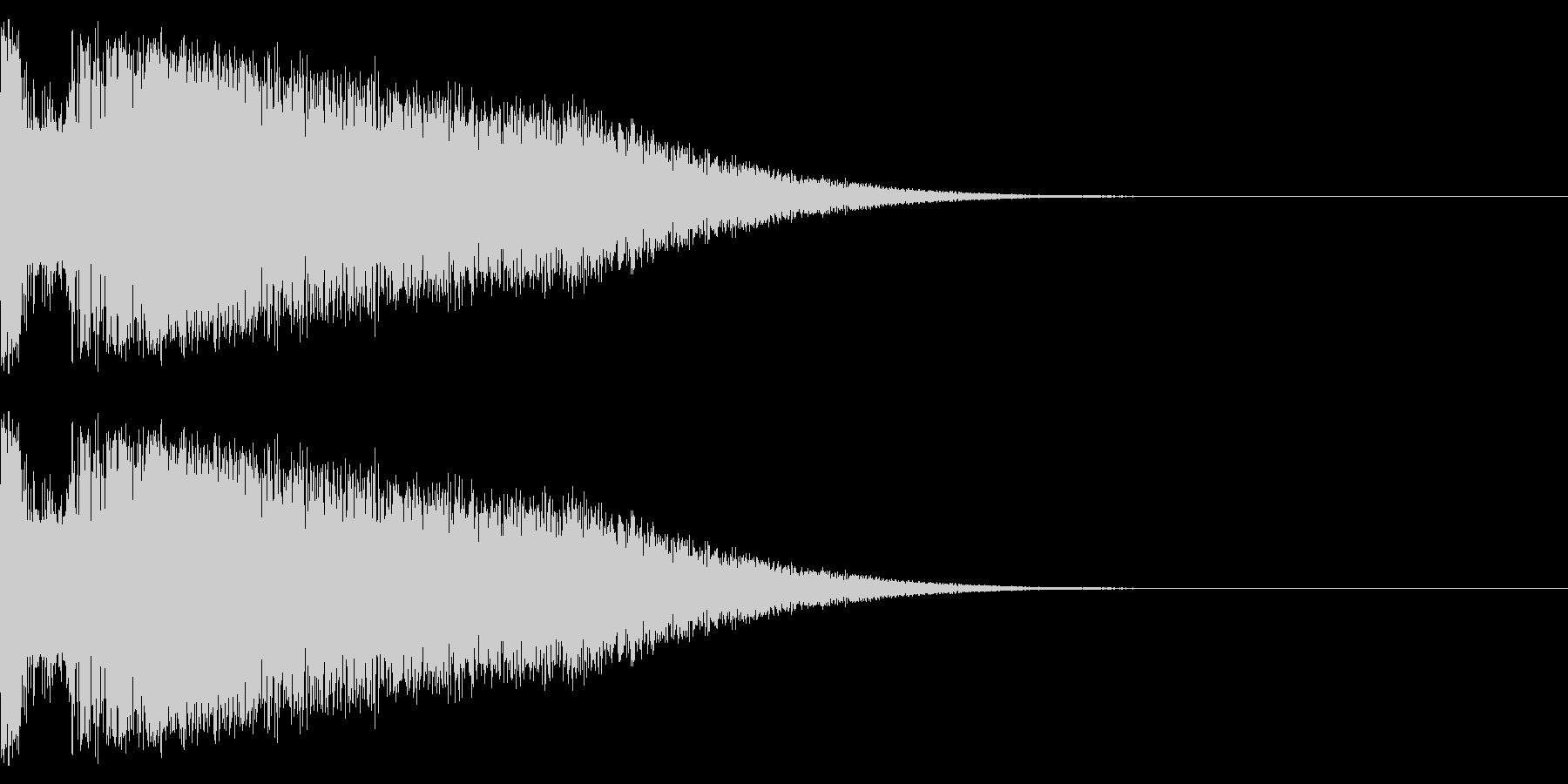 小規模な爆発またはミサイルなどの発射音の未再生の波形