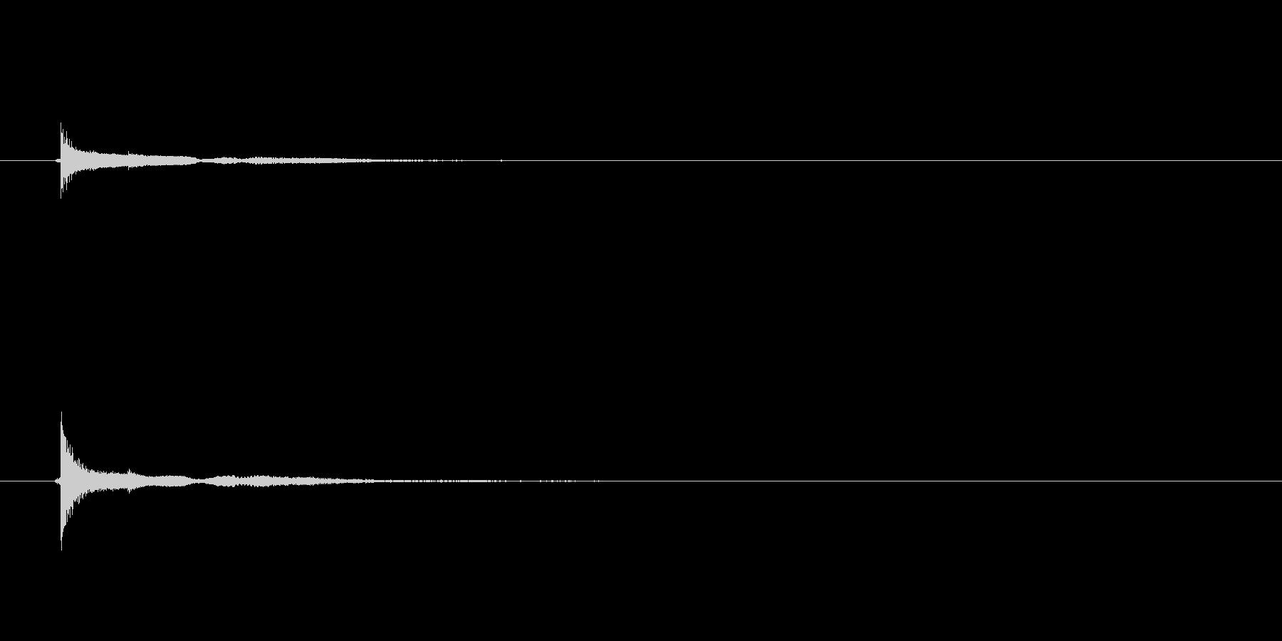 「ピヨーン(コミカルな軽い打撃音)」の未再生の波形