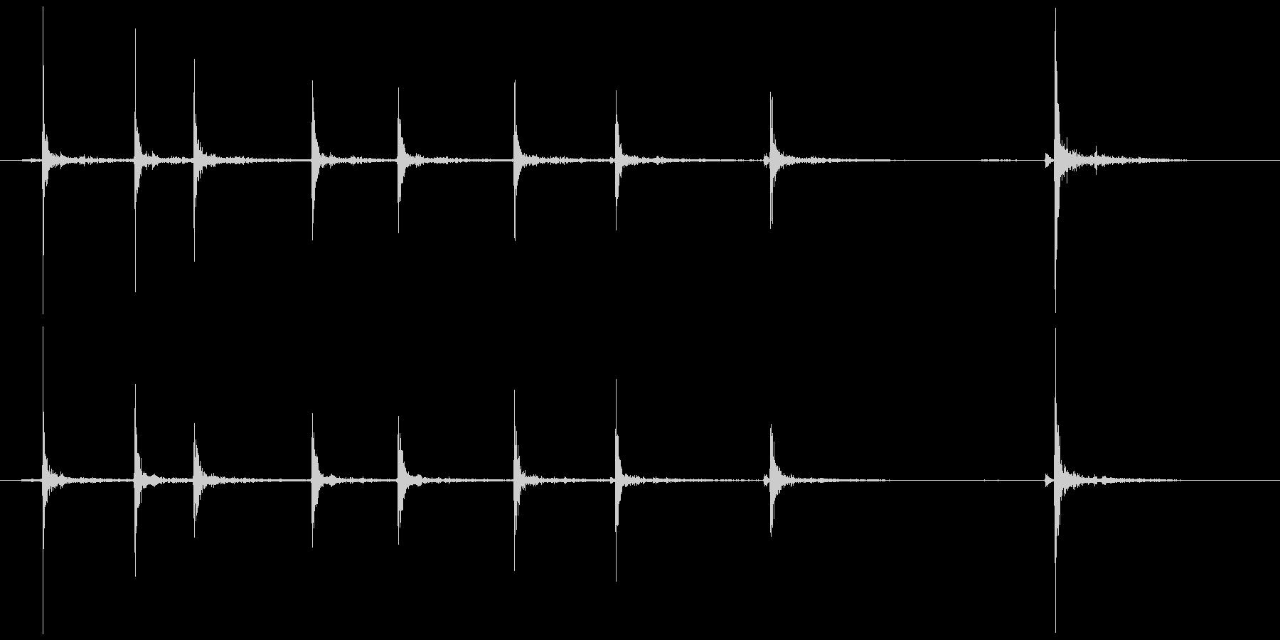 カッターの刃を伸ばす(気持ちゆっくり)の未再生の波形