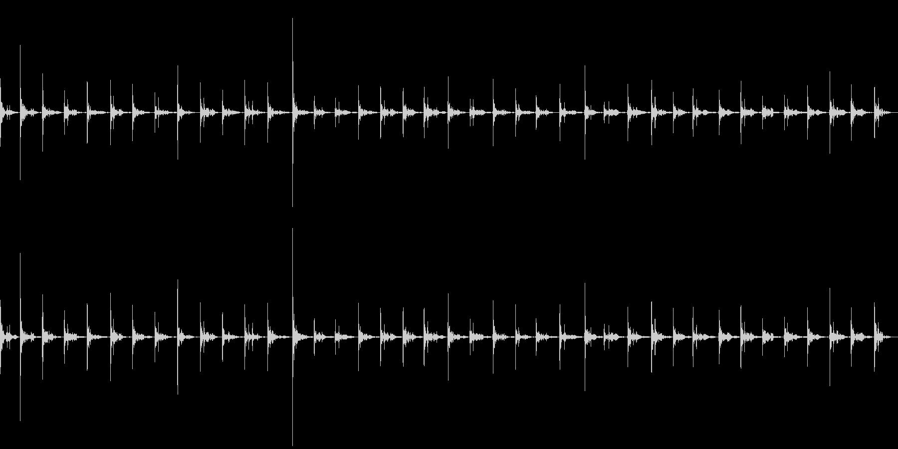 アスファルトの上を走る(駆け足)の未再生の波形