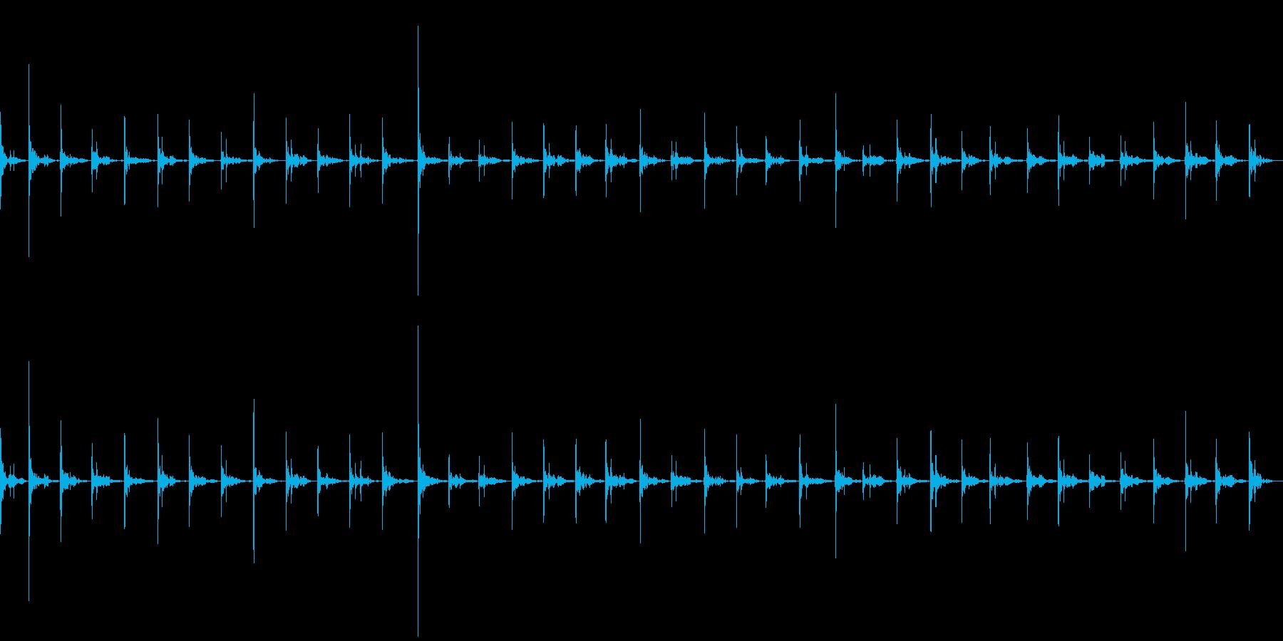 アスファルトの上を走る(駆け足)の再生済みの波形