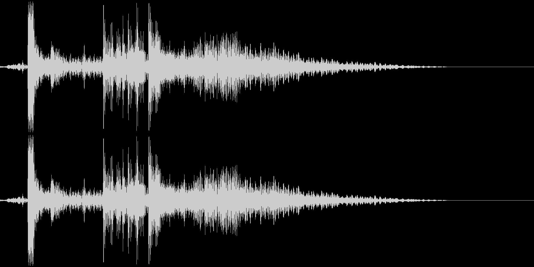カチャン(食器の音)の未再生の波形