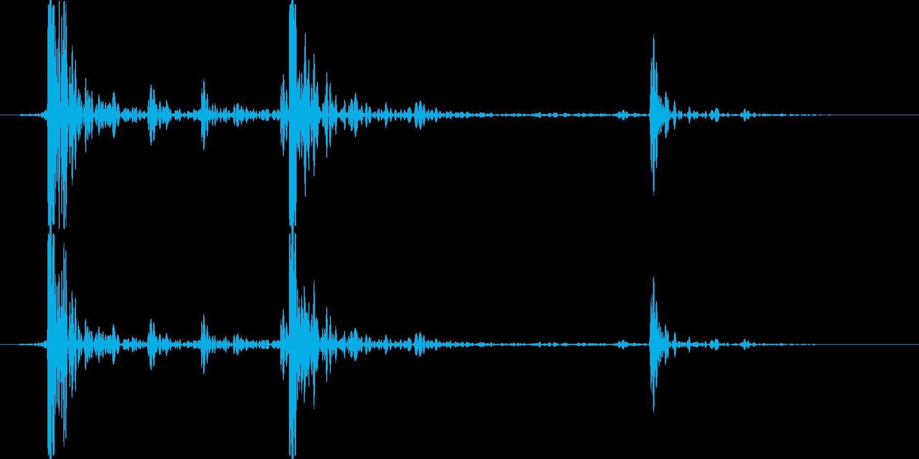 木製の机に石ころを置いた音の再生済みの波形
