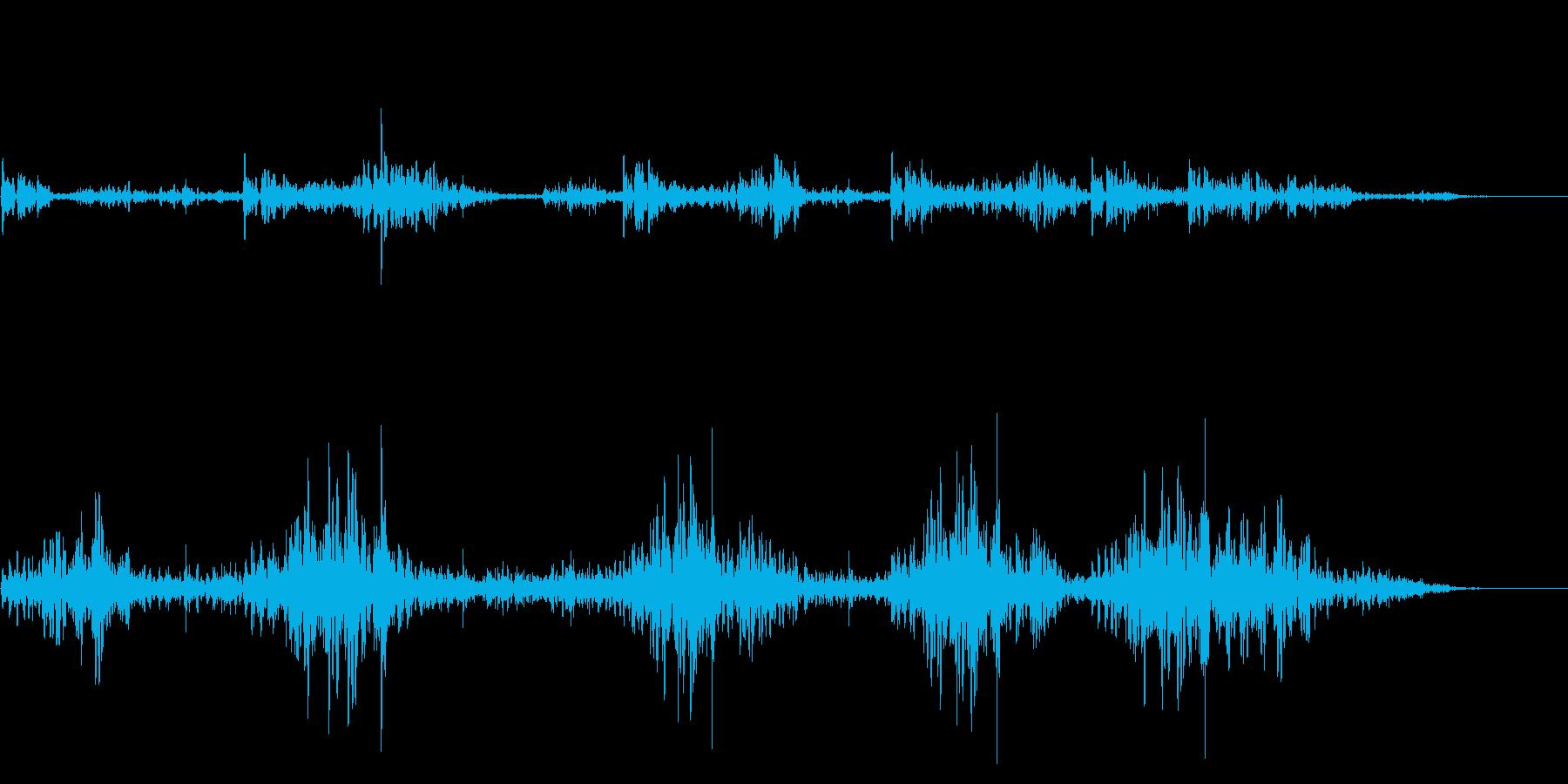水から気泡があふれる音・水滴の落ちる音の再生済みの波形