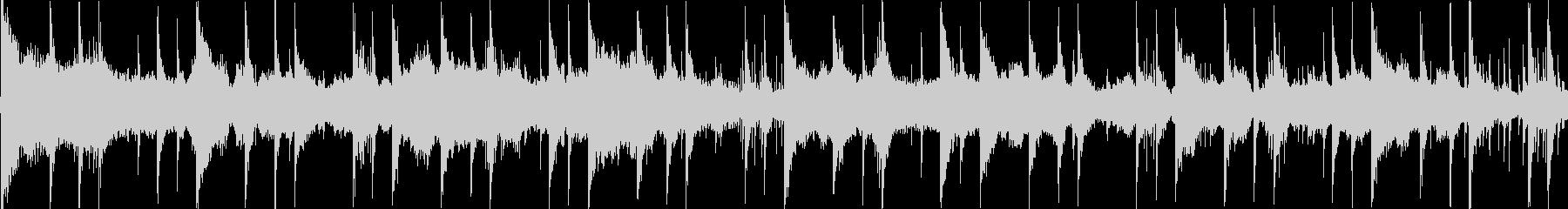 細かく刻まれたリズムをもとにした楽曲で…の未再生の波形