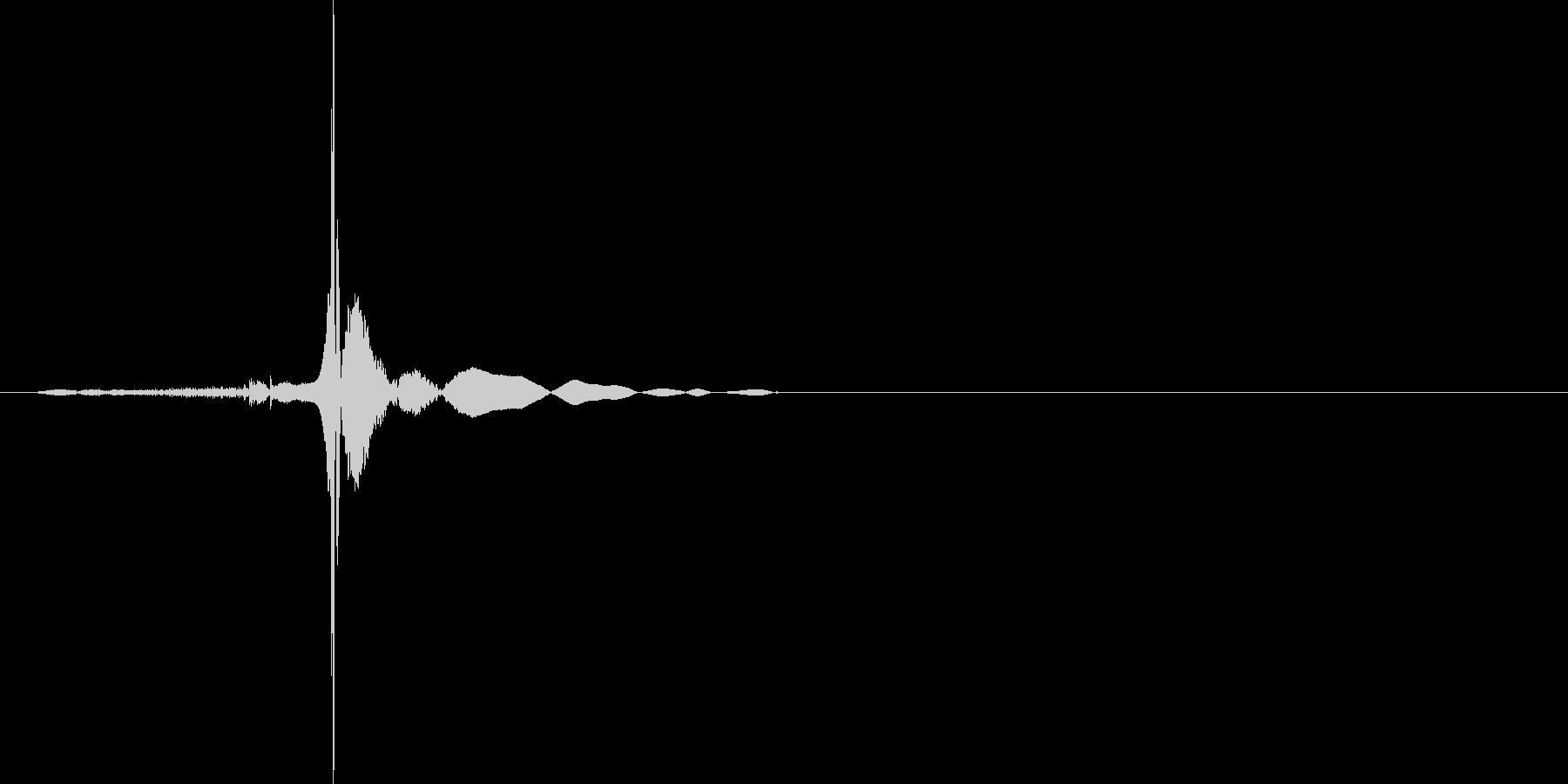 ぱたん(本が閉じる音)の未再生の波形