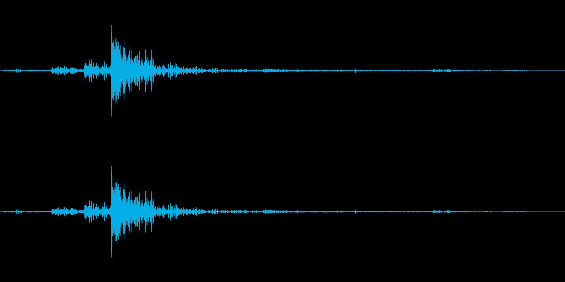 カチャッ、ドアを開く音。の再生済みの波形
