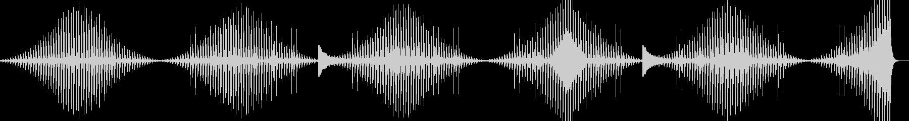 倍音の変化を伴うミニマルな展開の環境音楽の未再生の波形