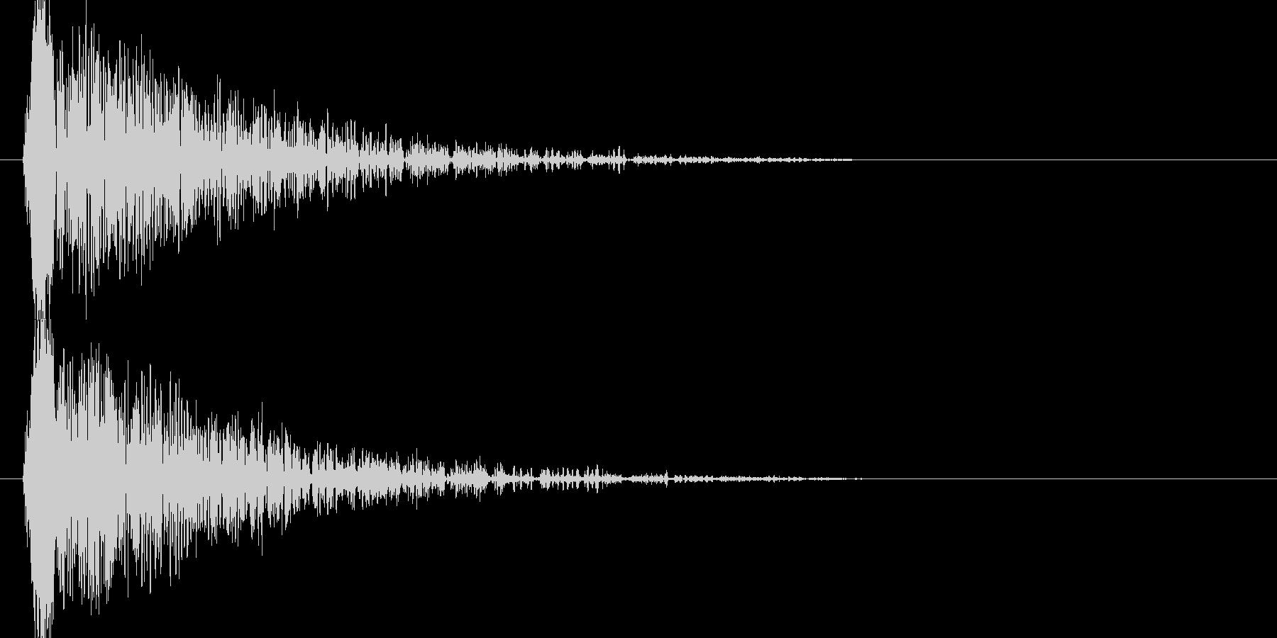ドゥーン、、ジリジリジリ(爆発音)の未再生の波形