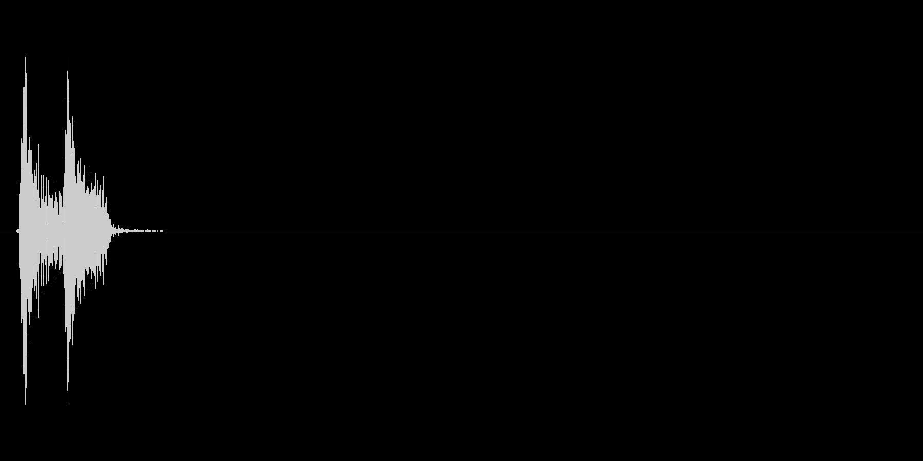 パクッ(食事、コミカル、低い音)の未再生の波形