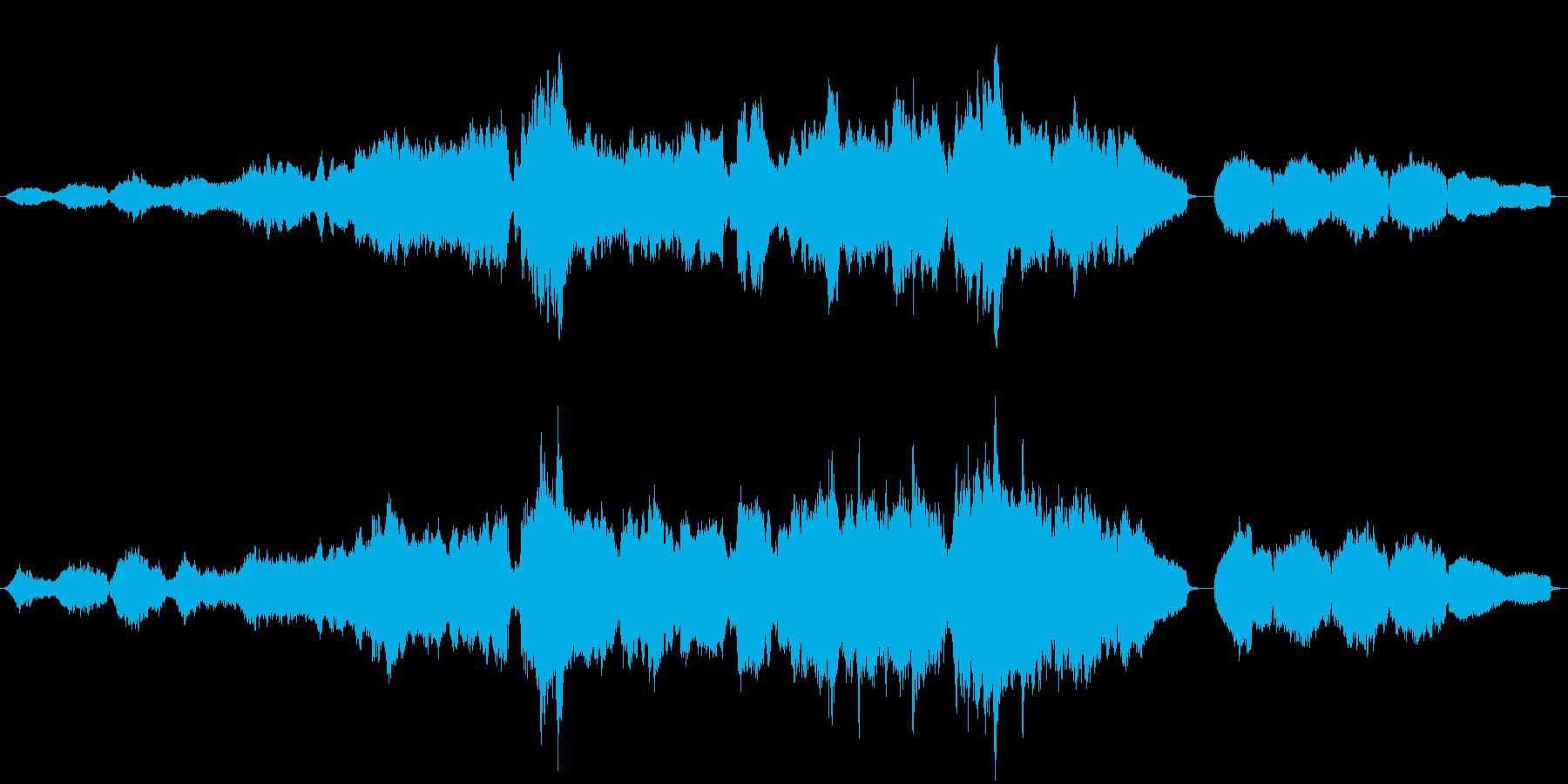 ピアノとオーケストラの静かな曲の再生済みの波形
