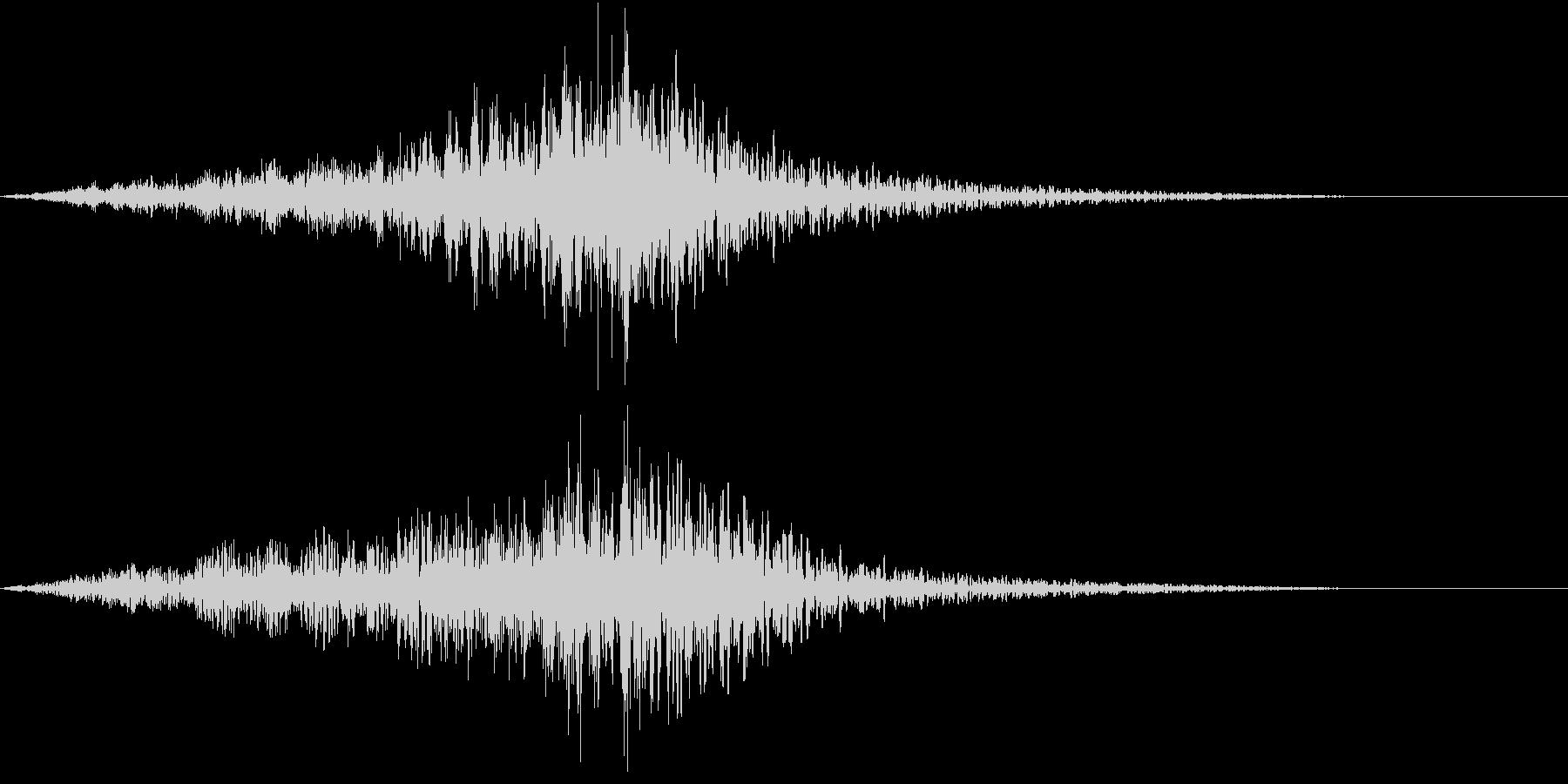 迫力ある上昇もしくは下降音の後玉砕する音の未再生の波形